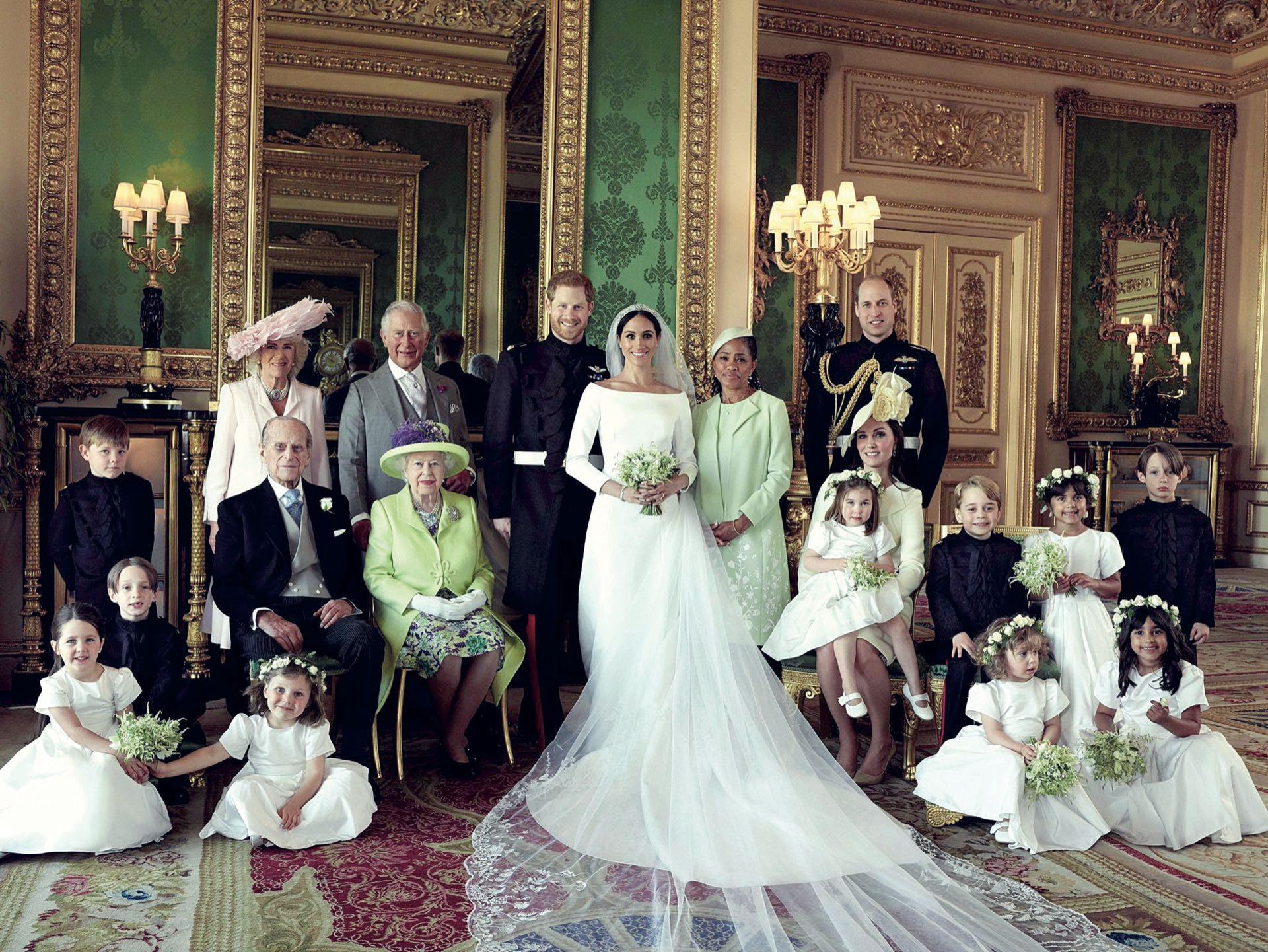 La foto oficial de los novios con la familia real y la madre de Markle