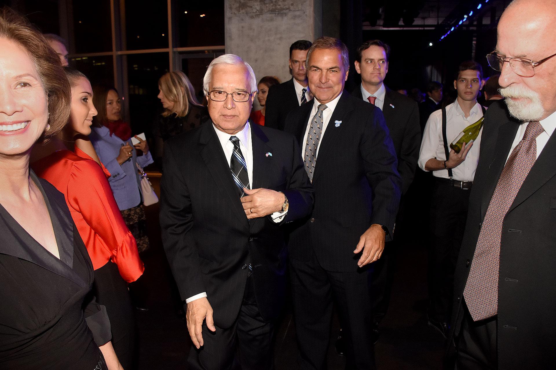 La llegada del embajador de los Estados Unidos en la Argentina, Edward Prado