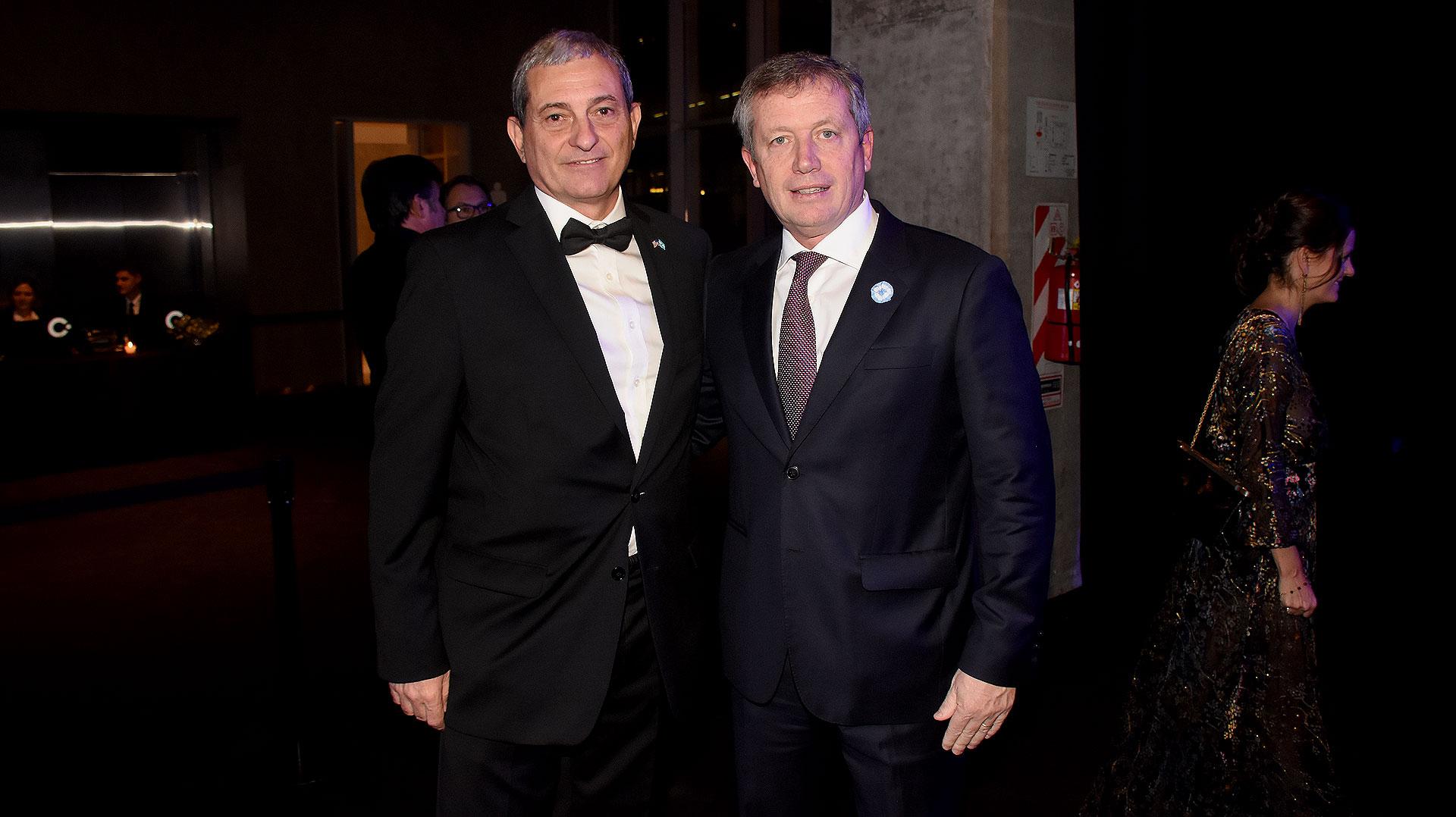 El CEO de AmCham, Alejandro Díaz, junto a Emilio Monzó