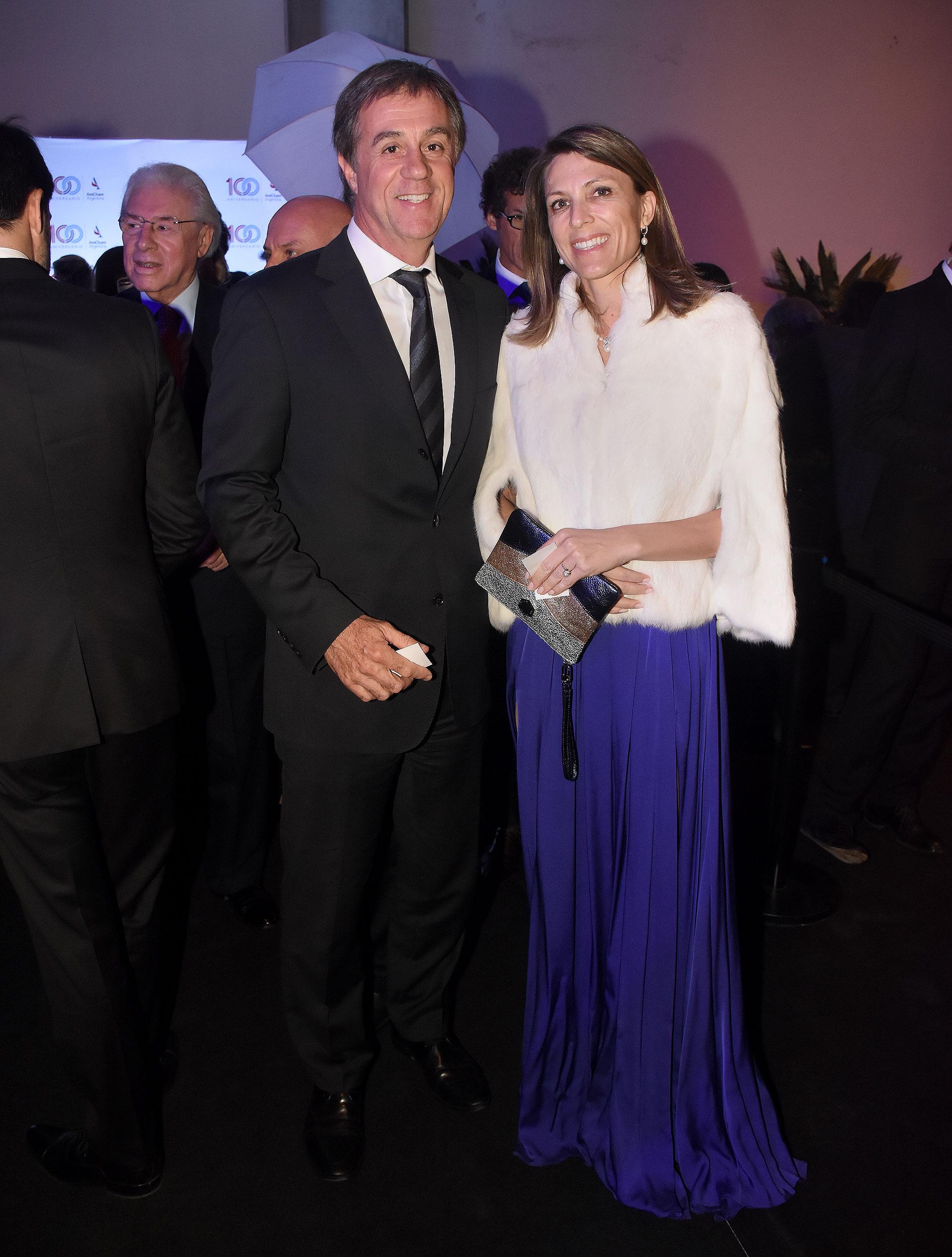 Isela Costantini, ex CEO de General Motors y Aerolíneas Argentinas, y su pareja, el empresario Fernando Cinalli