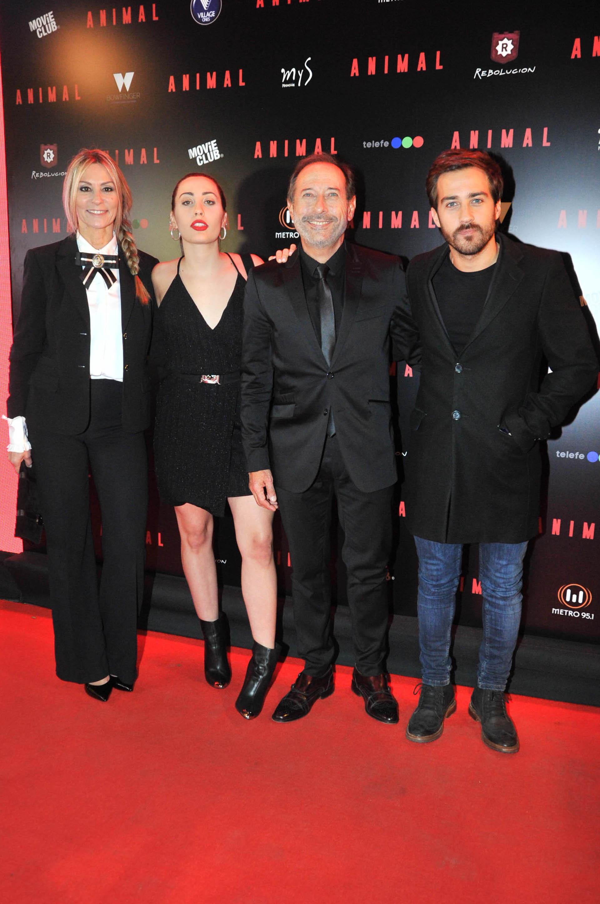 Guillermo Francella junto a su esposa Marynés y sus hijos Yoyi y Nicolás (Verónica Guerman / Teleshow)