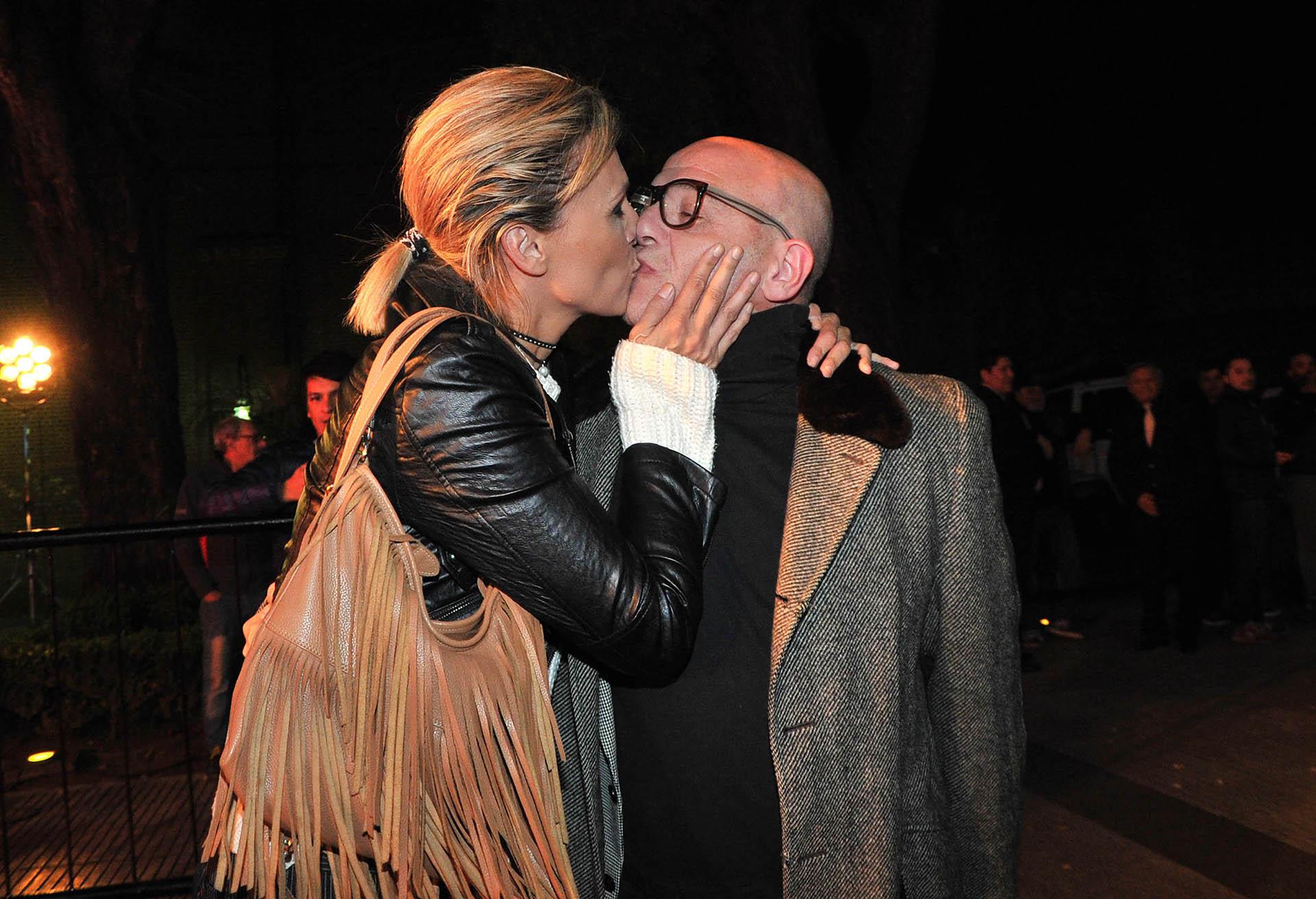 El apasionado beso de Denise Dumas y Campi (Verónica Guerman / Teleshow)