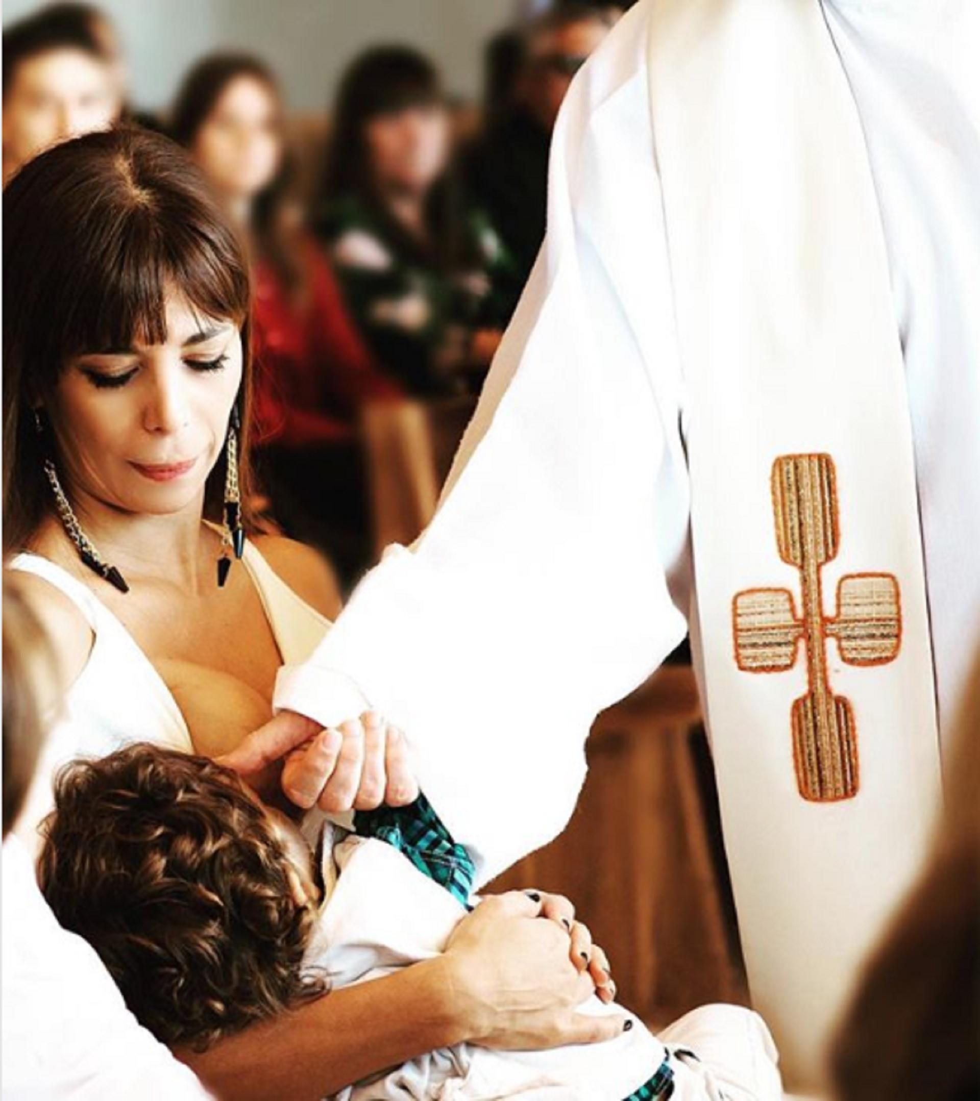 Ximena Capristo volvió a quedar en el ojo de la tormenta después de publicar una foto del bautismo de Félix, su hijo con Gustavo Conti, en la que aparece amamantando al pequeño (Instagram)