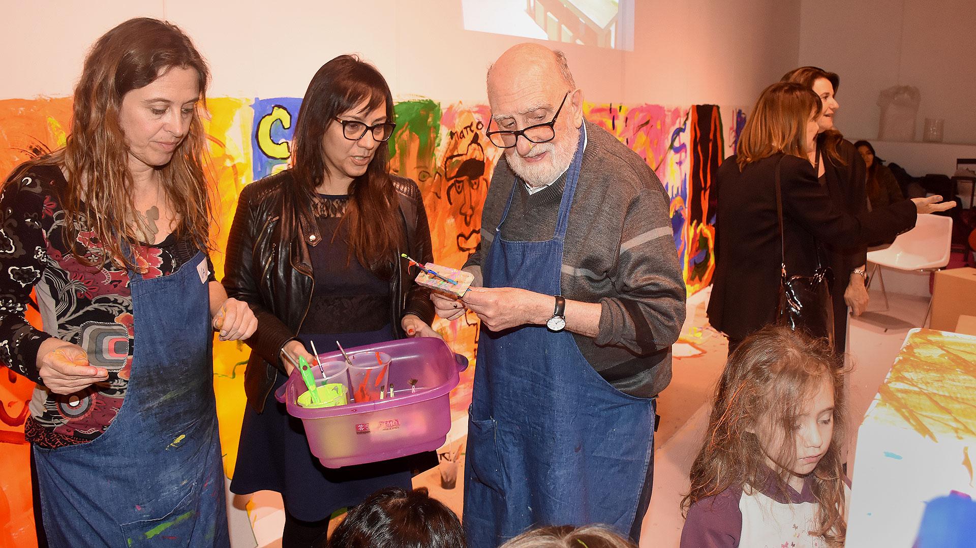 """El artista plástico, Felipe """"Yuyo"""" Noé, en el espacio del ministerio de Cultura en arteBA"""