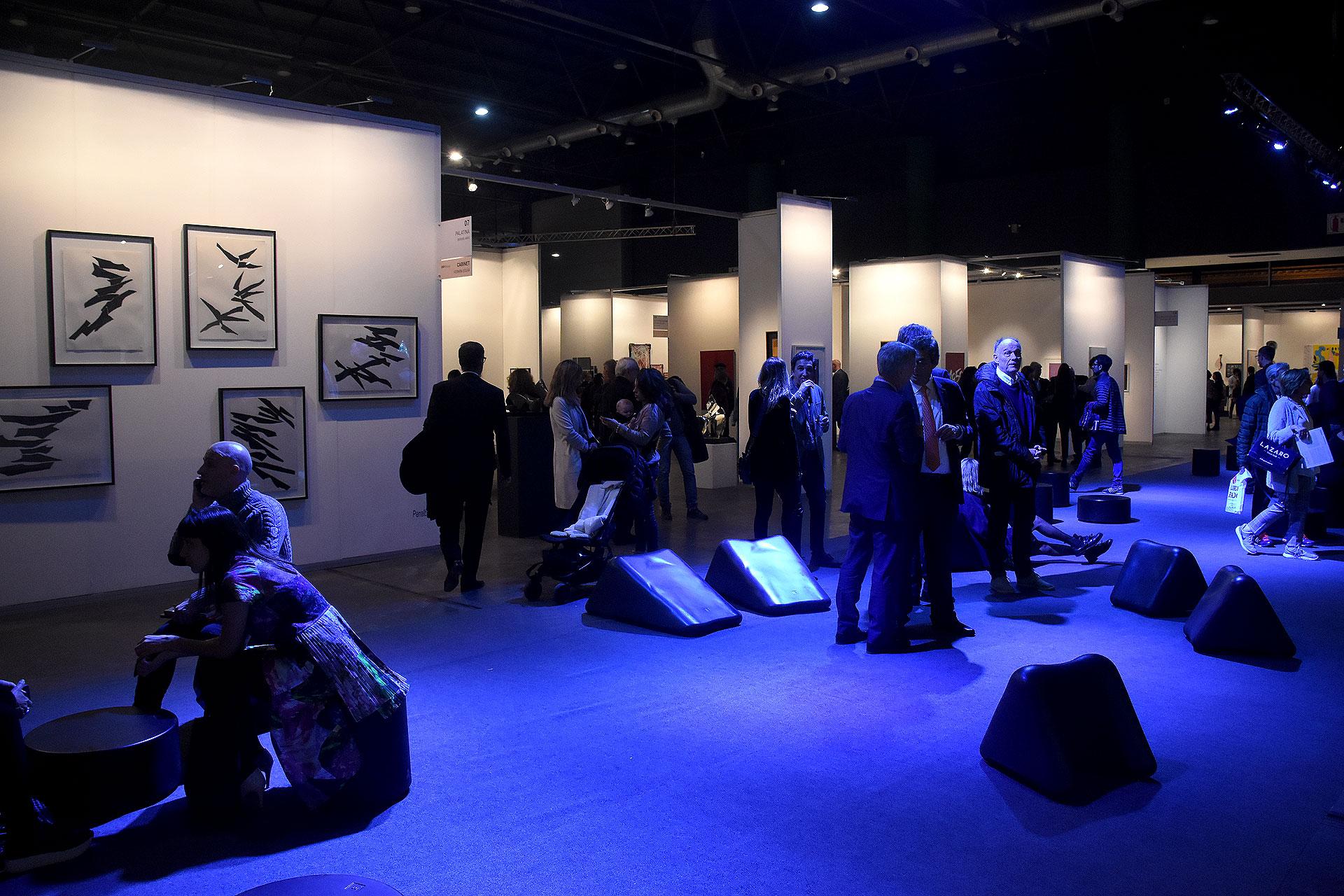 Con más de un 50% de galerías del exterior y una extensa convocatoria de profesionales y coleccionistas, arteBA se posiciona en la agenda internacional como un evento clave para generar redes, intercambios y colaboraciones