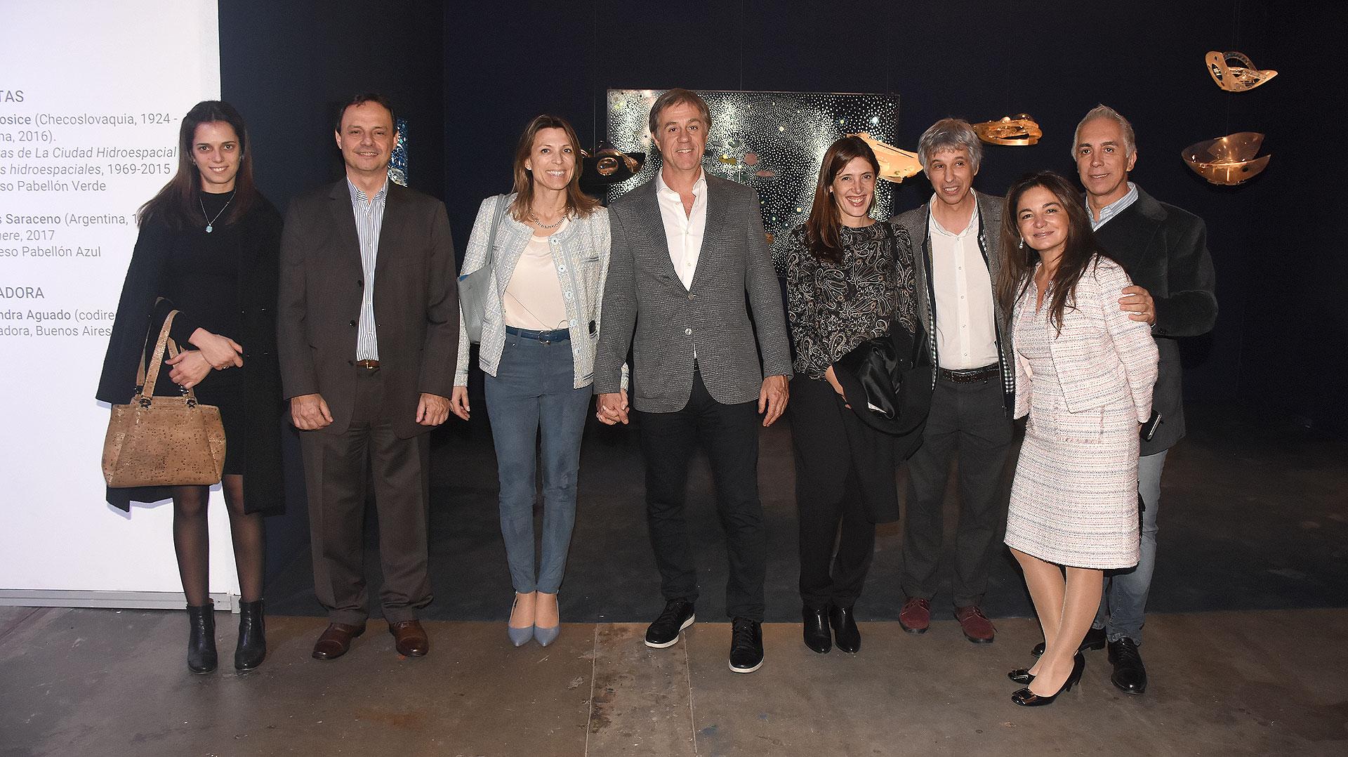 Isela Costantini, ex CEO de General Motors y Aerolíneas Argentinas, y su pareja, el empresario Fernando Cinalli (centro)
