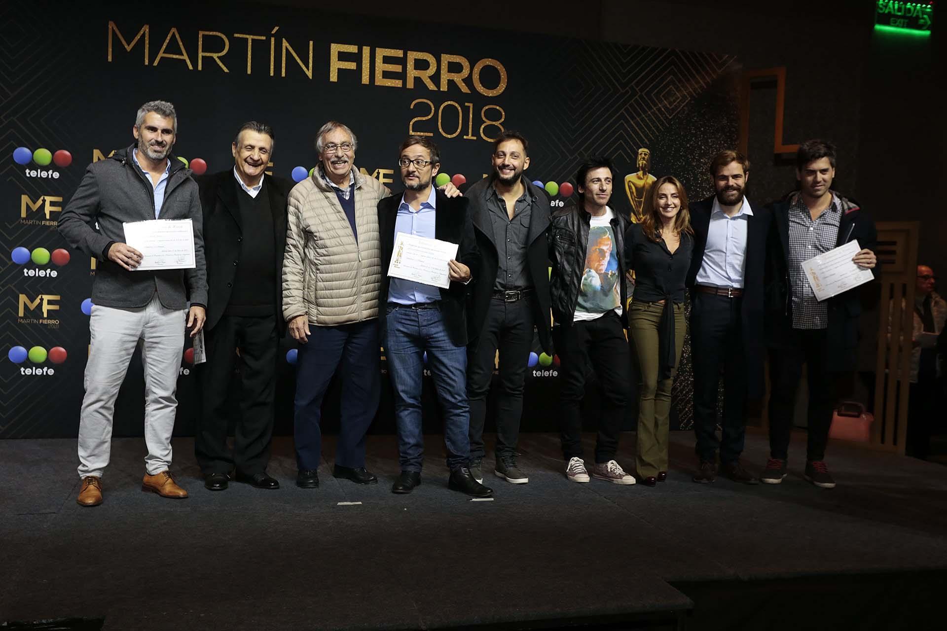 """APTRA entregó los diplomas al elenco de """"Un gallo para Esculapio"""", la ficción que más nominaciones tiene en los premios Martín Fierro (Christian Bochichio)"""