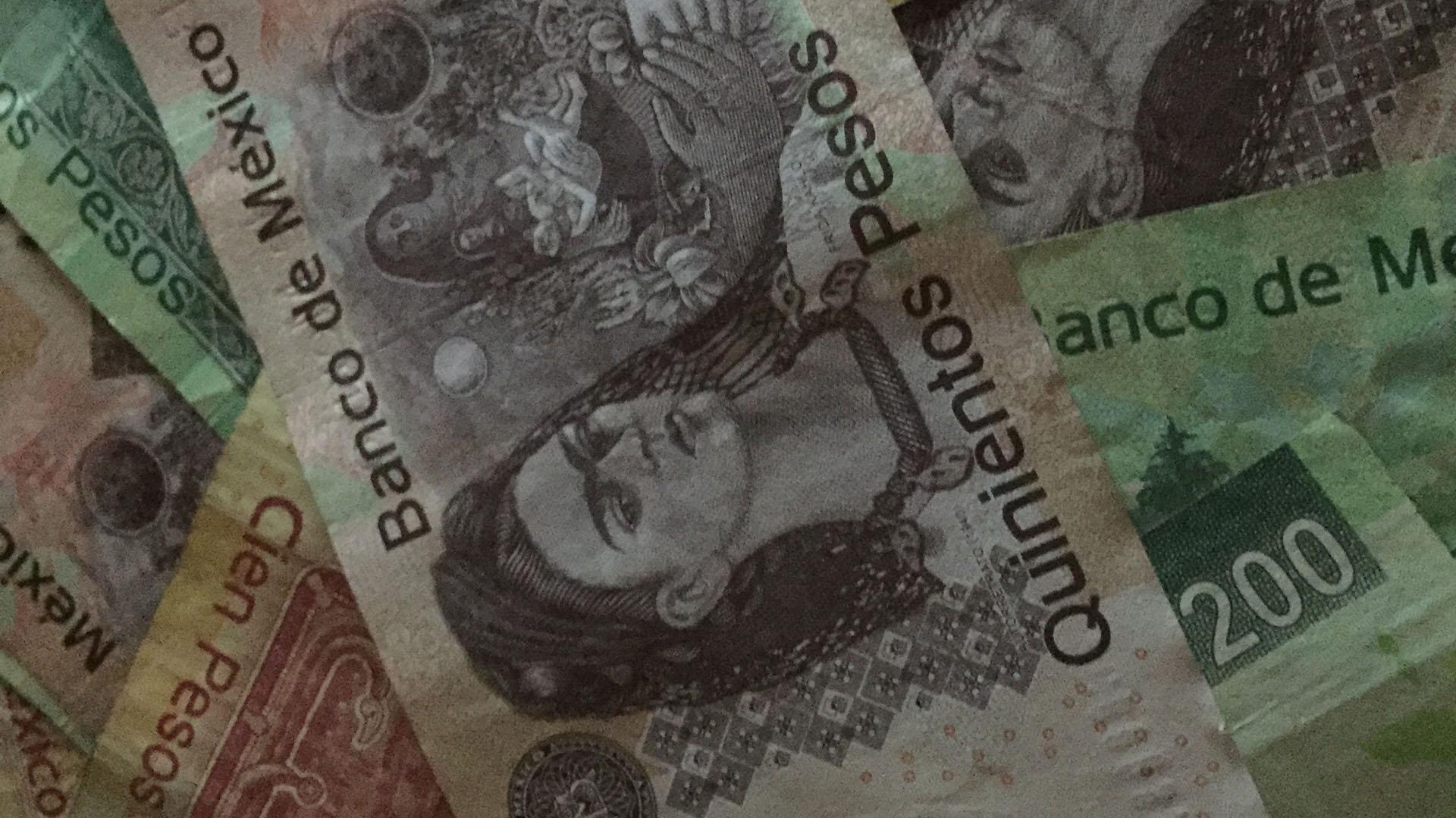 Los mexicanos despilfarran el aguinaldo (Foto: Archivo)