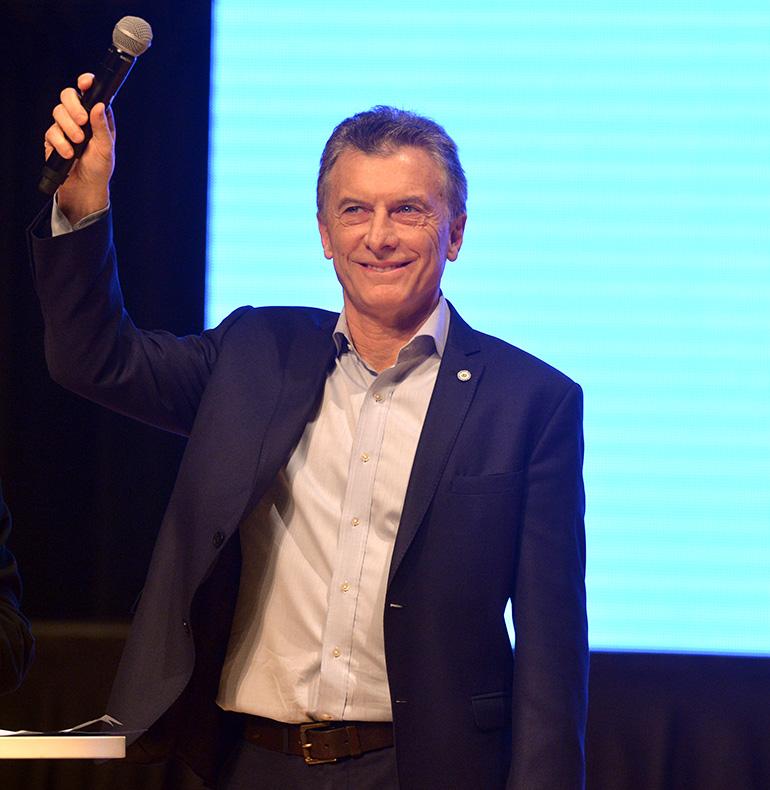 Macri cerró la reunión de Gabinete ampliado, donde fue ovacionado