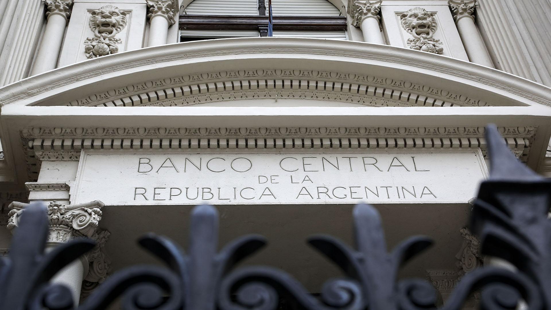 Las autoridades del Banco Central monitorean la evolución del dólar y la inflación. (NA)