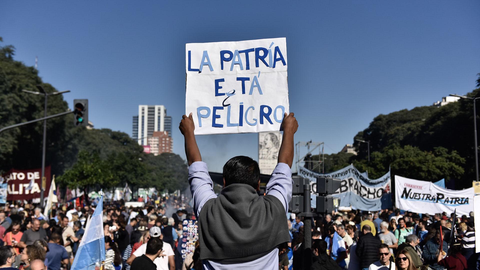 Resultado de imagen para marcha al obelisco contra fmi