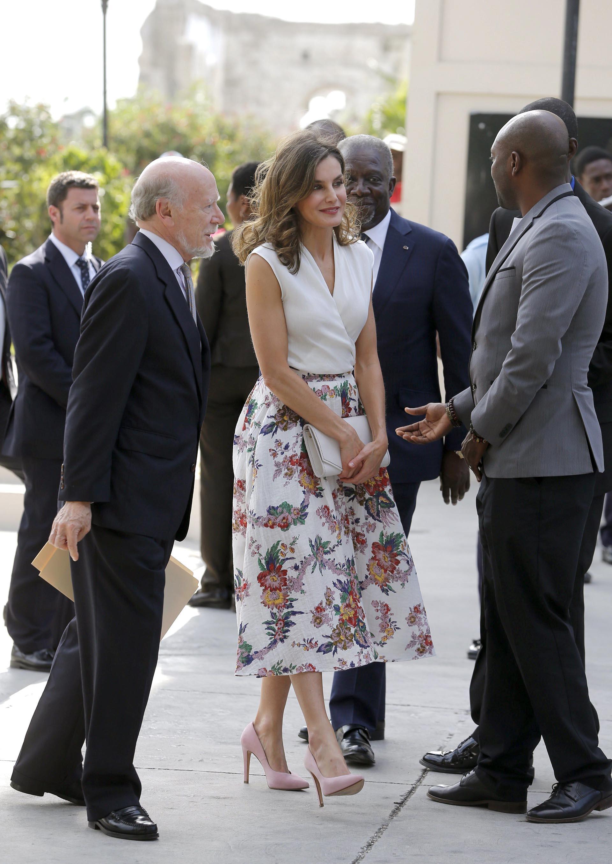 La reina arribó en compañía del embajador de España en Puerto Príncipe, Manuel Lorenzo