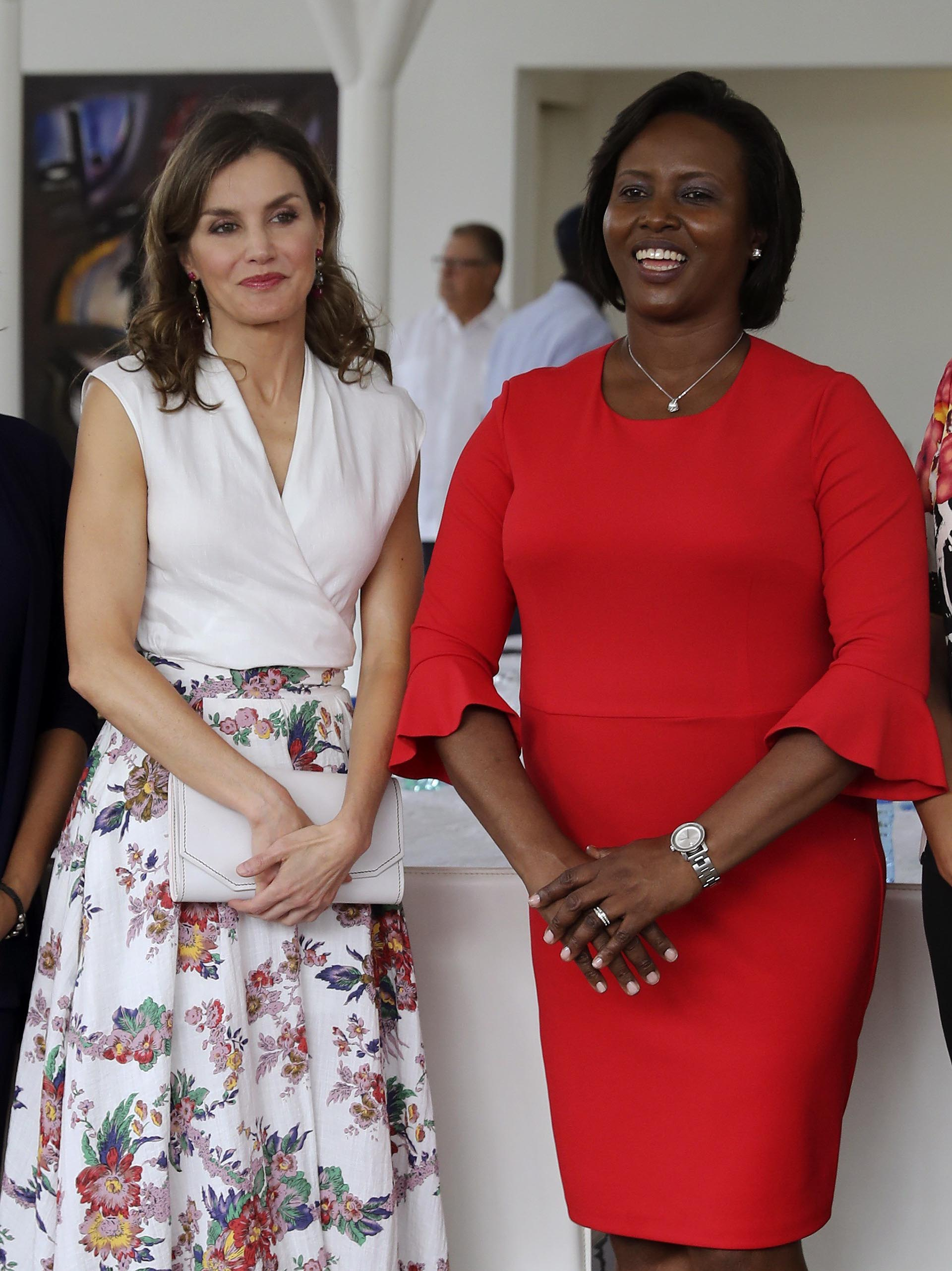 Letizia acompañada por la primera dama de Haití, Martíne Moise, en el Museo Panteón Nacional Haitiano donde participaron de una reunión para conocer la situación de la mujer en Haití, los logros alcanzados y los retos pendientes