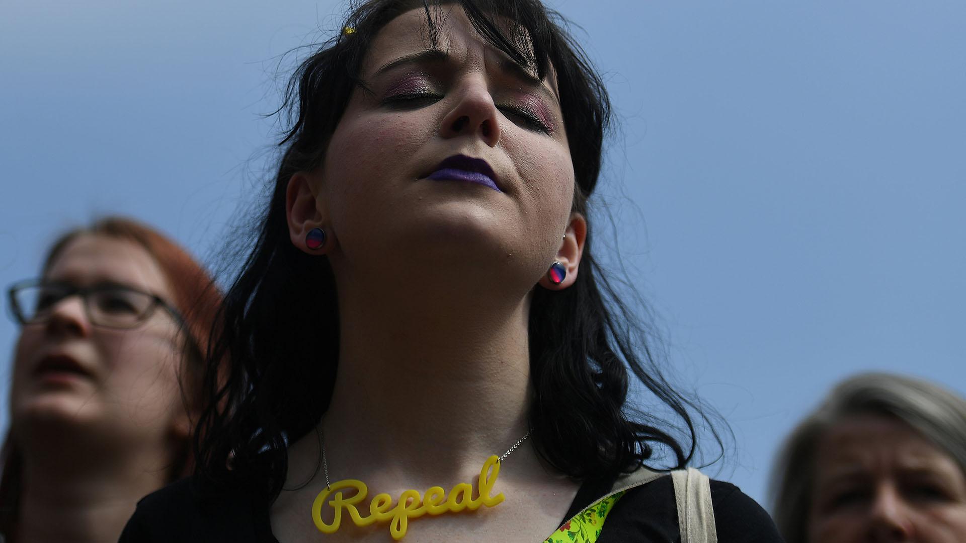 Miles de mujeres se reunieron en la plaza principal de Dublin para festejar la liberalización del aborto en Irlanda (REUTERS/Clodagh Kilcoyne)
