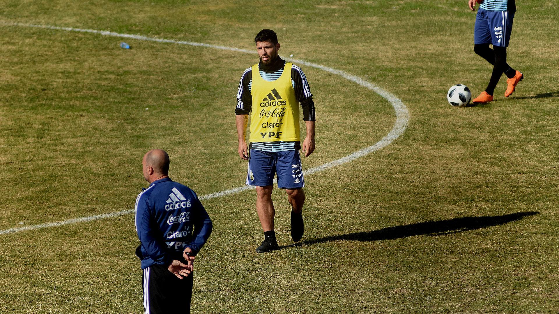 """Sergio Agüero evolucionó bien de su lesión en la rodilla. Dijo: """"Por suerte estoy bastante bien. Tuve una semana intensa de entrenamiento para saber cómo mejora la rodilla. Ya empecé a entrenar con el equipo normalmente"""""""