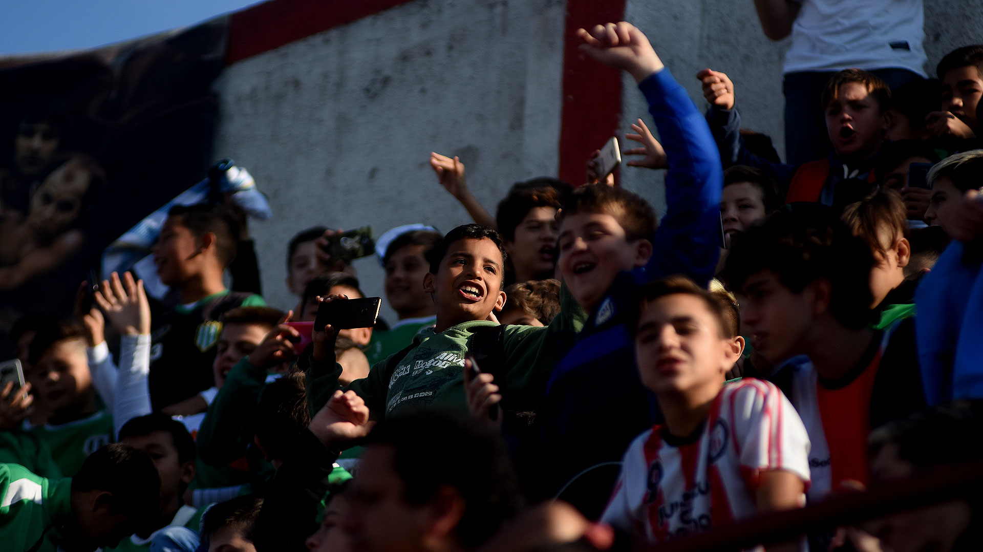 Las tribunas estuvieron llenas de niños que ovacionaron a sus ídolos. La Selección tuvo un baño de afecto de parte del público más genuino