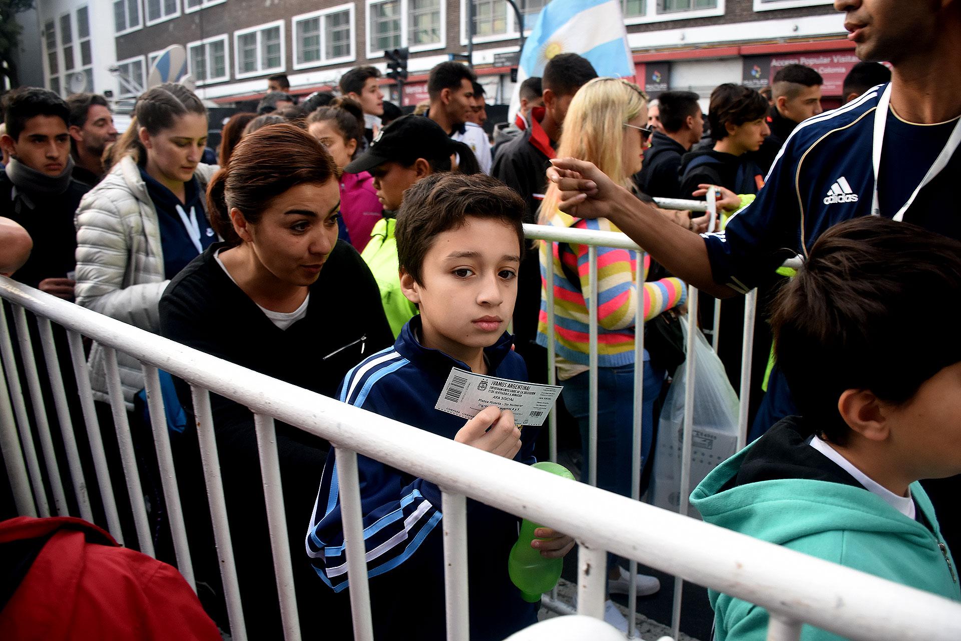 La organización recibió más de un millón de solicitudes para asistir el estadio de Huracán. Cerca del final abrieron las puertas para que ingrese toda la gente que estaba en los alrededores del Ducó