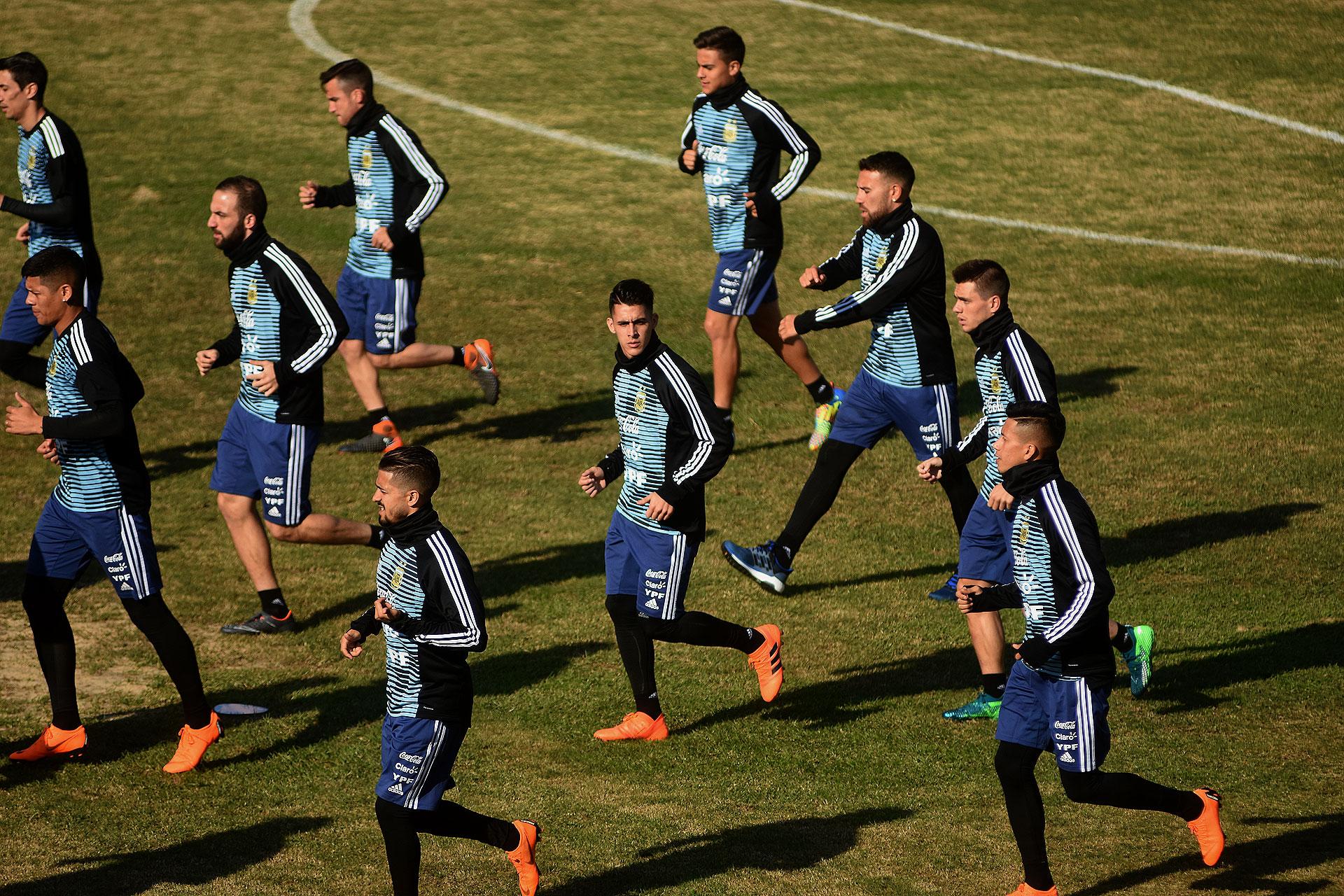 Di María, Rojo, Higuaín, Tagliafico, Lanzini, Pavón, Dybala, Otamendi, Lo Celso y Meza en el entrenamiento abierto de la Selección