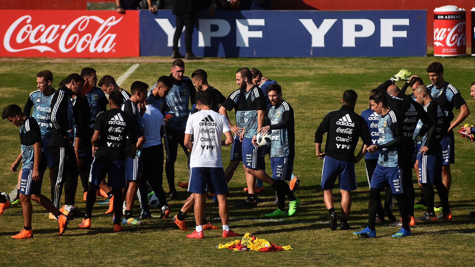 Argentina debutará el sábado 16 de junio ante Islandia en Moscú a las 10 de la mañana. Luego se medirá con Croacia el jueves 21 de junio a partir de las 15 horas y cerrará el grupo contra Nigeria el martes 26 de junio, otra vez a las 15