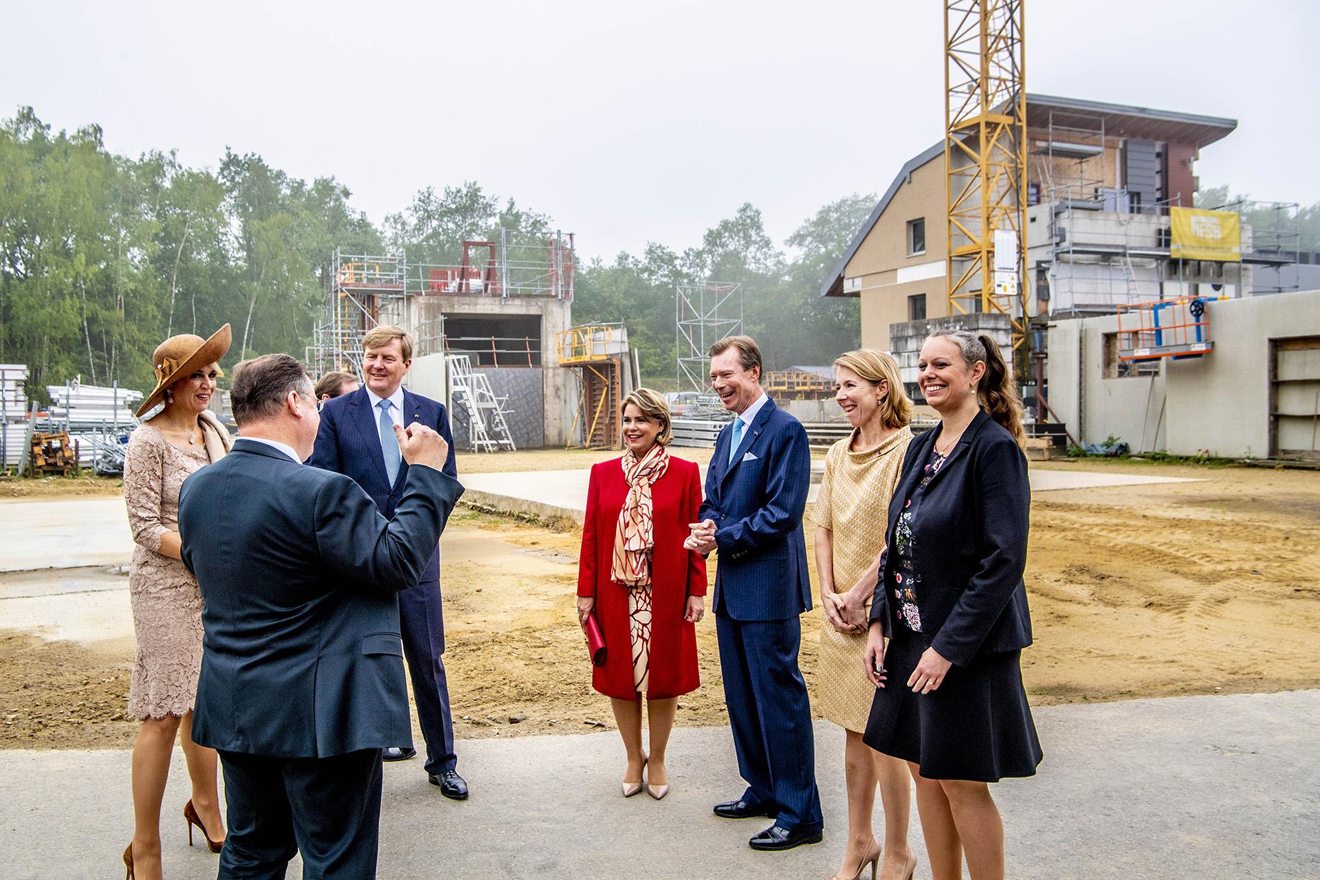 El gran duque Enrique de Luxemburgo, la gran duquesa Maria-Teresa, la reina Máxima y el rey Guillermo de Holanda visitan la compañía logística CFL Multimodal