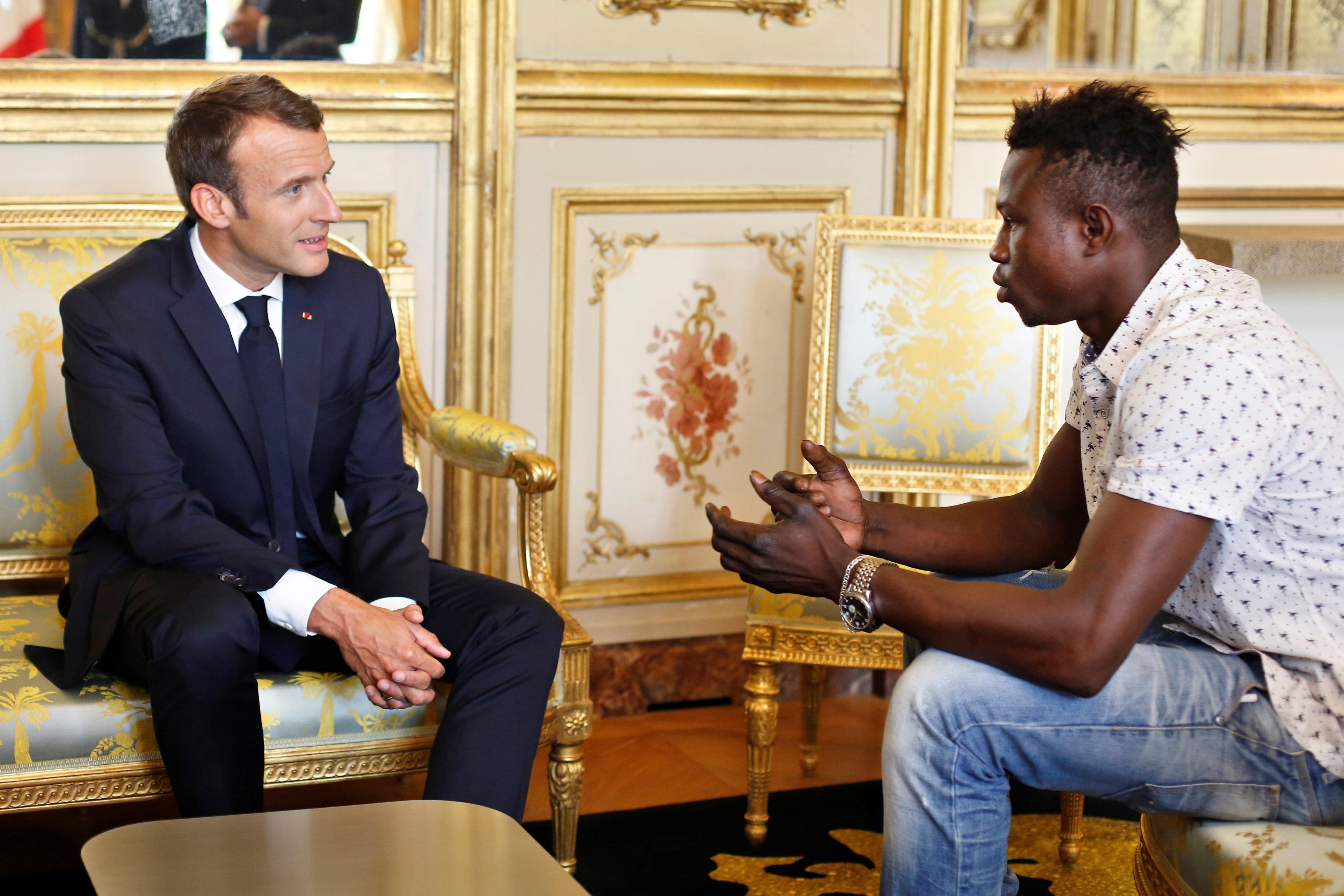 Quién Es El Hombre Araña Que Salvó A Un Niño De Caer Al Vacío Y Se Convirtió En Héroe En Francia Infobae