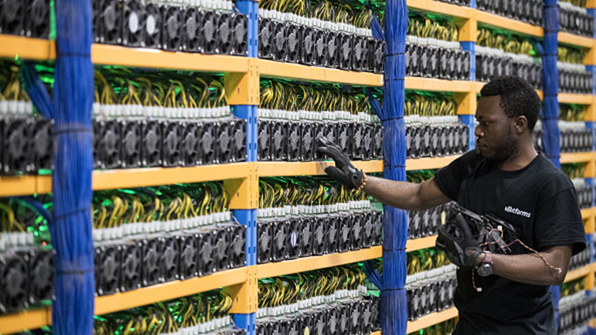 Una granja de minado de criptomonedas (Getty)
