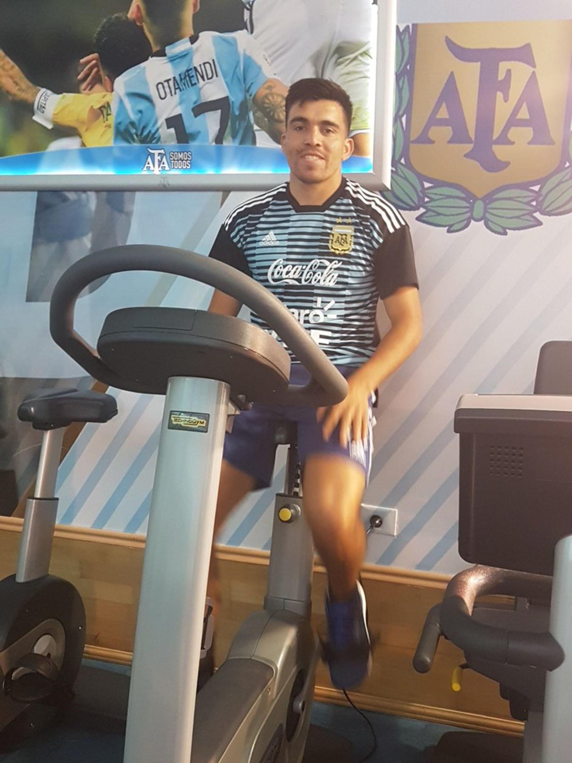 Marcos Acuña se entrenó de manera diferenciada en el gimnasio (Foto: @Argentina)
