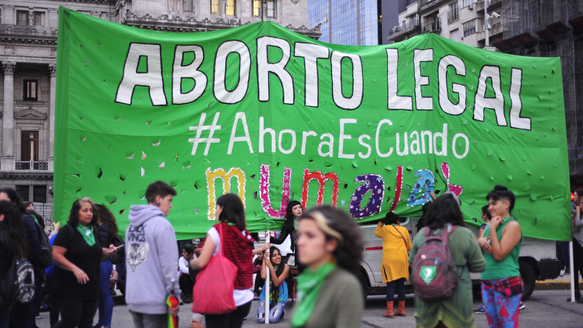 El país en vilo: hoy Argentina podría dar el primer paso para que el aborto  sea legal - Infobae