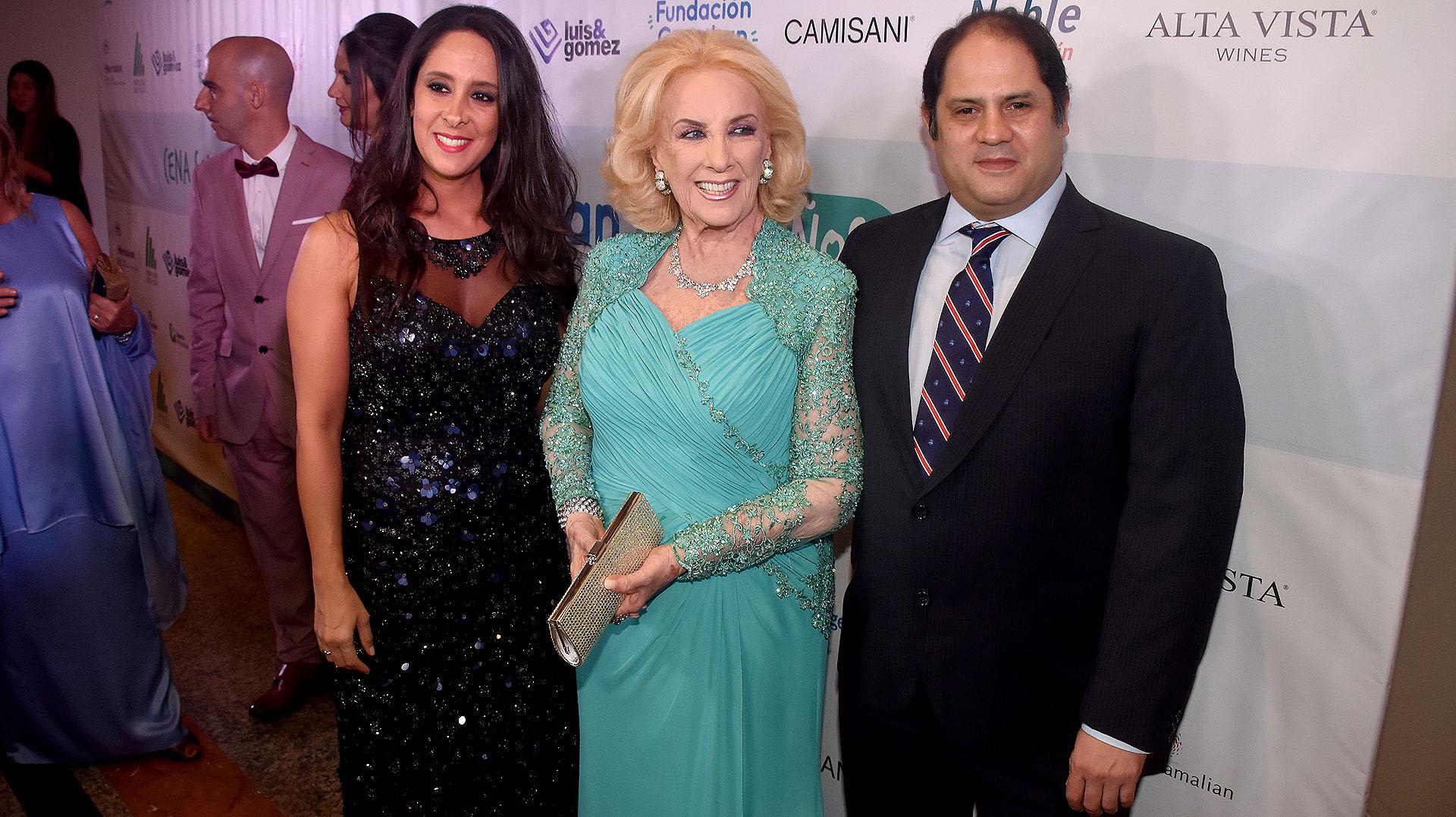 Mirtha Legrand junto a Vanesa y Felipe Noble Herrera, padrinos empresariales de los 30 años de la Fundación Garrahan