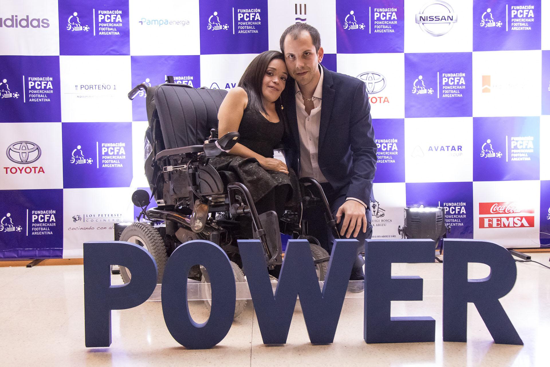 En la foto, Sandra Arar y Baptiste Barriere, entrenador de la Selección Argentina de Powerchair