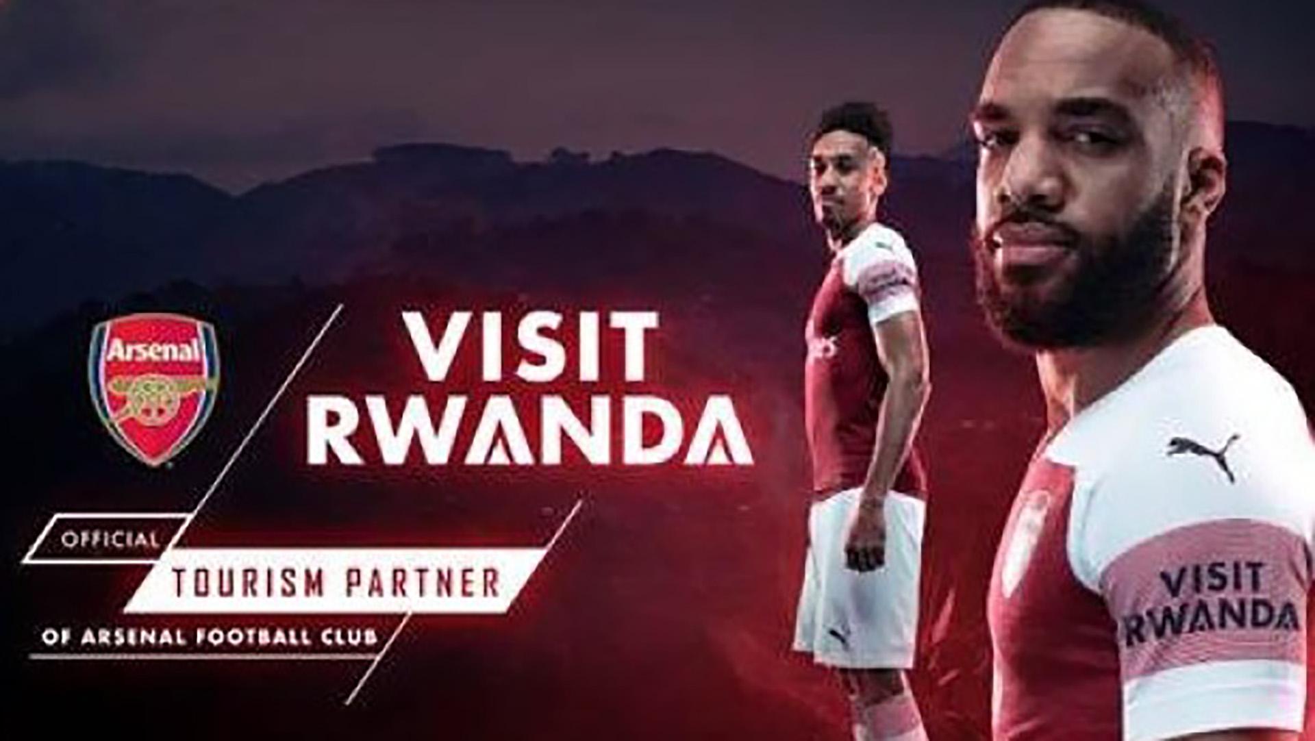 """La camiseta del Arsenal, con el logo """"Visita Ruanda"""""""