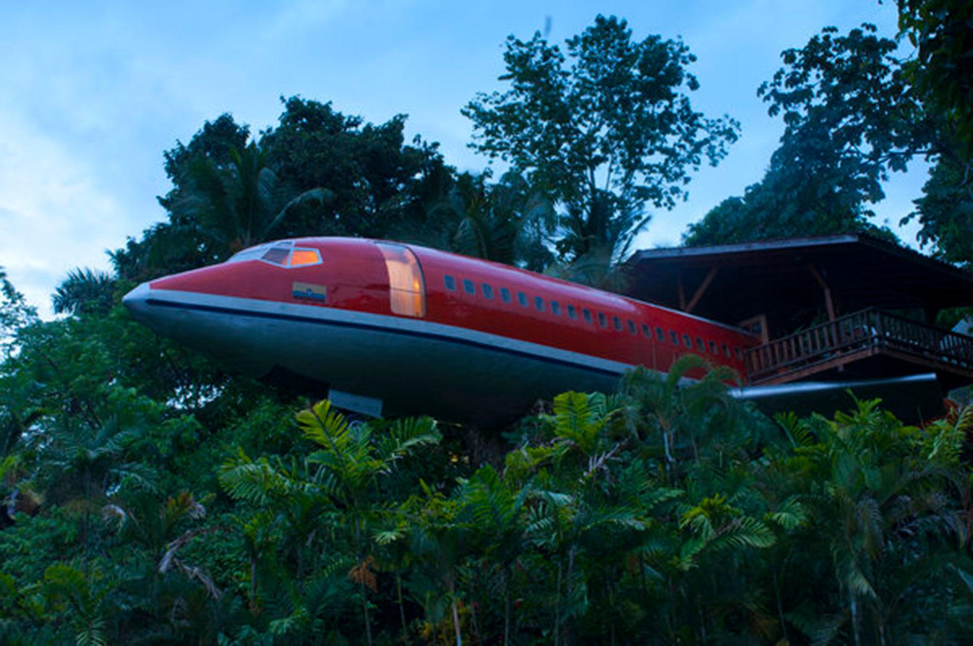 Hotel Costa Verde (Quepos, Costa Rica). Situado en el Parque Nacional Manuel Antonio, destaca por su suite de dos habitaciones construida dentro de un Boeing 727