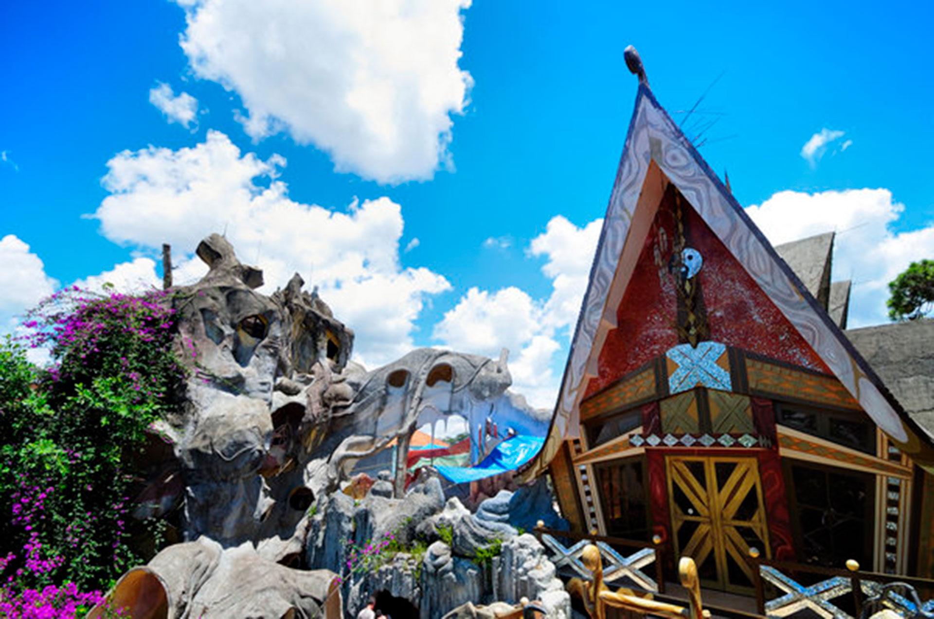 Hang Nga Guesthouse (Da Lat, Vietnam). Se lo conoce como La casa loca por su particular arquitectura, inspirada en la obra del catalán Antoni Gaudí