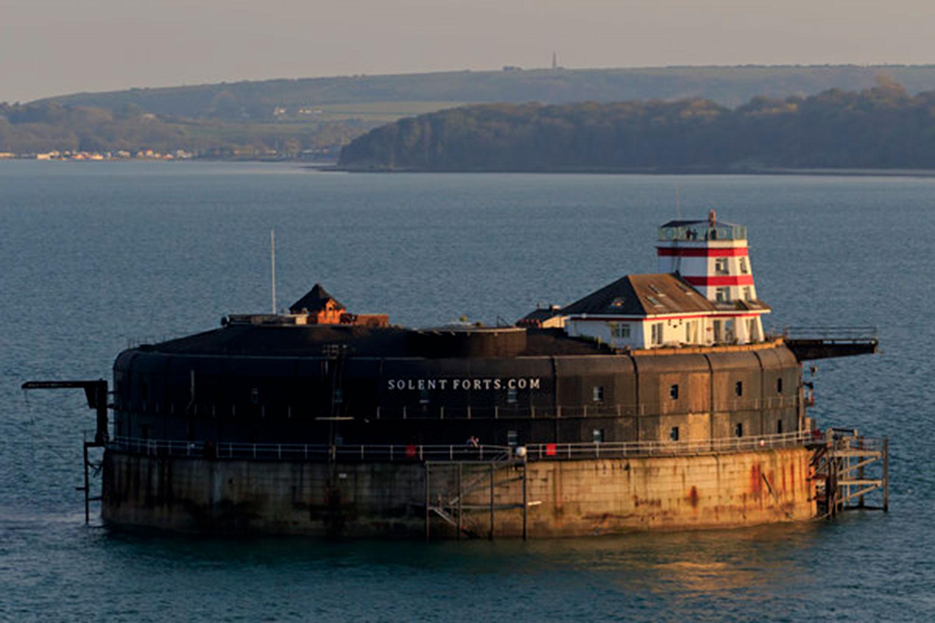 No Man's Fort (Portsmouth, Reino Unido). Era un importante fuerte, construido en el siglo XIX sobre el mar, lo cual le permite a los huéspedes apreciar un paisaje increíble