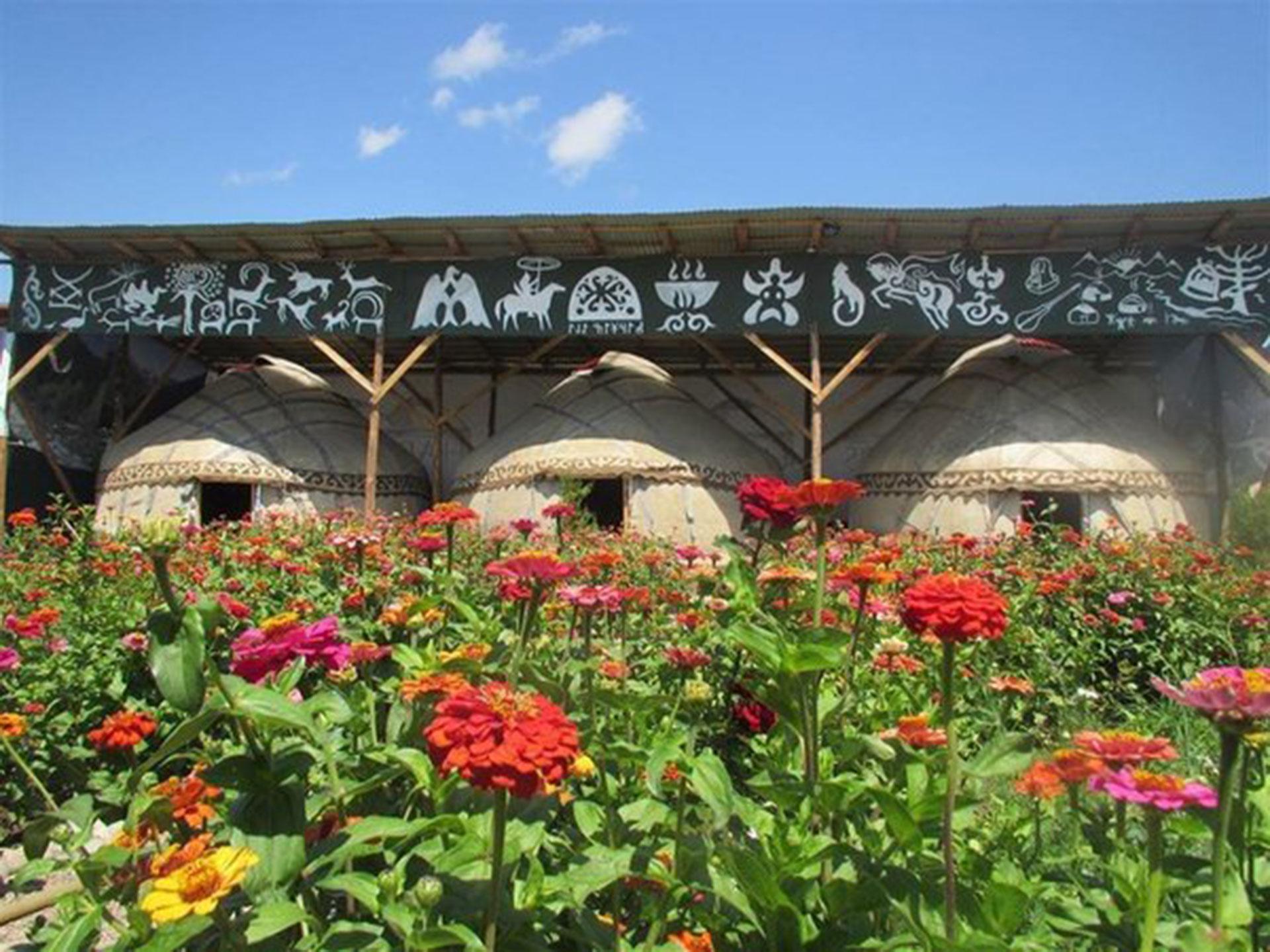 Happy Nomads Village (Karakol, Kirguistán). Las habitaciones están inspiradas en las tiendas tradicionales de las tribus nómadas kirguisas