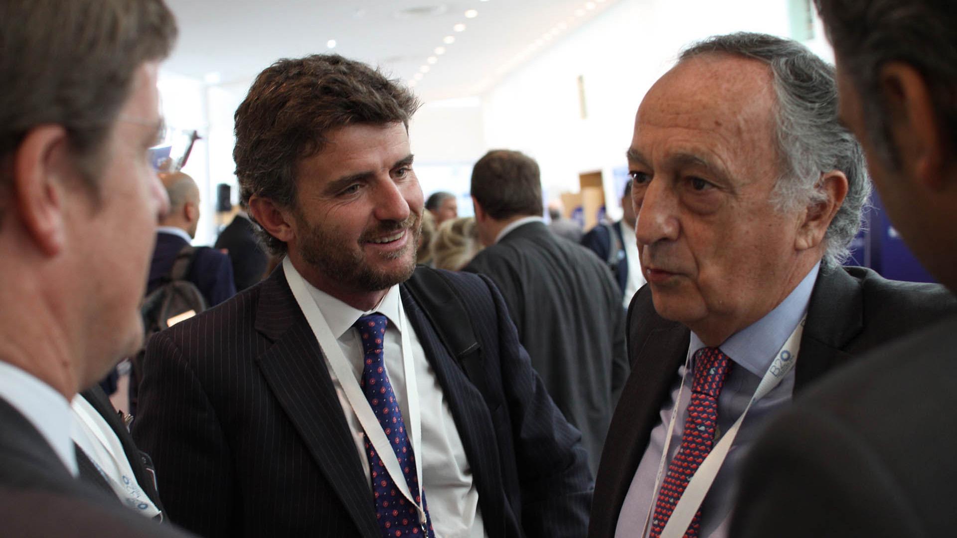 Nicolás Masjuan, partner de Bain & Company; y Miguel Acevedo, presidente de la UIA