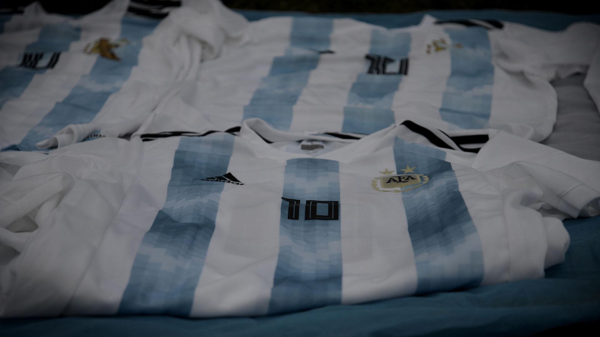 Las camisetas de la selección argentina también se ofrecían