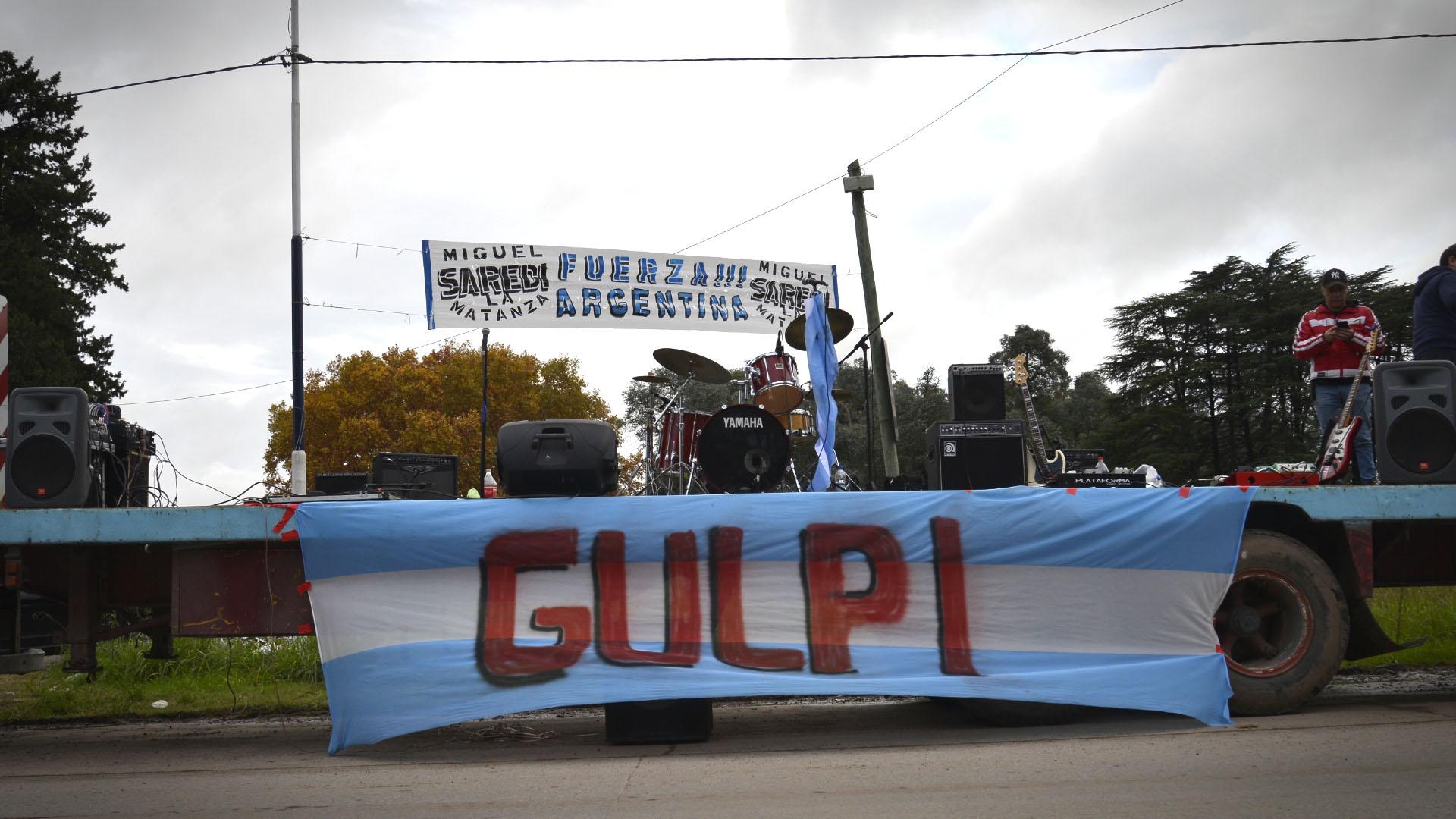 """""""Gulp!"""", es la banda tributo a Los Redonditos de Ricota,uno de los conjuntos de rockpreferidos de Jorge Sampaoli"""