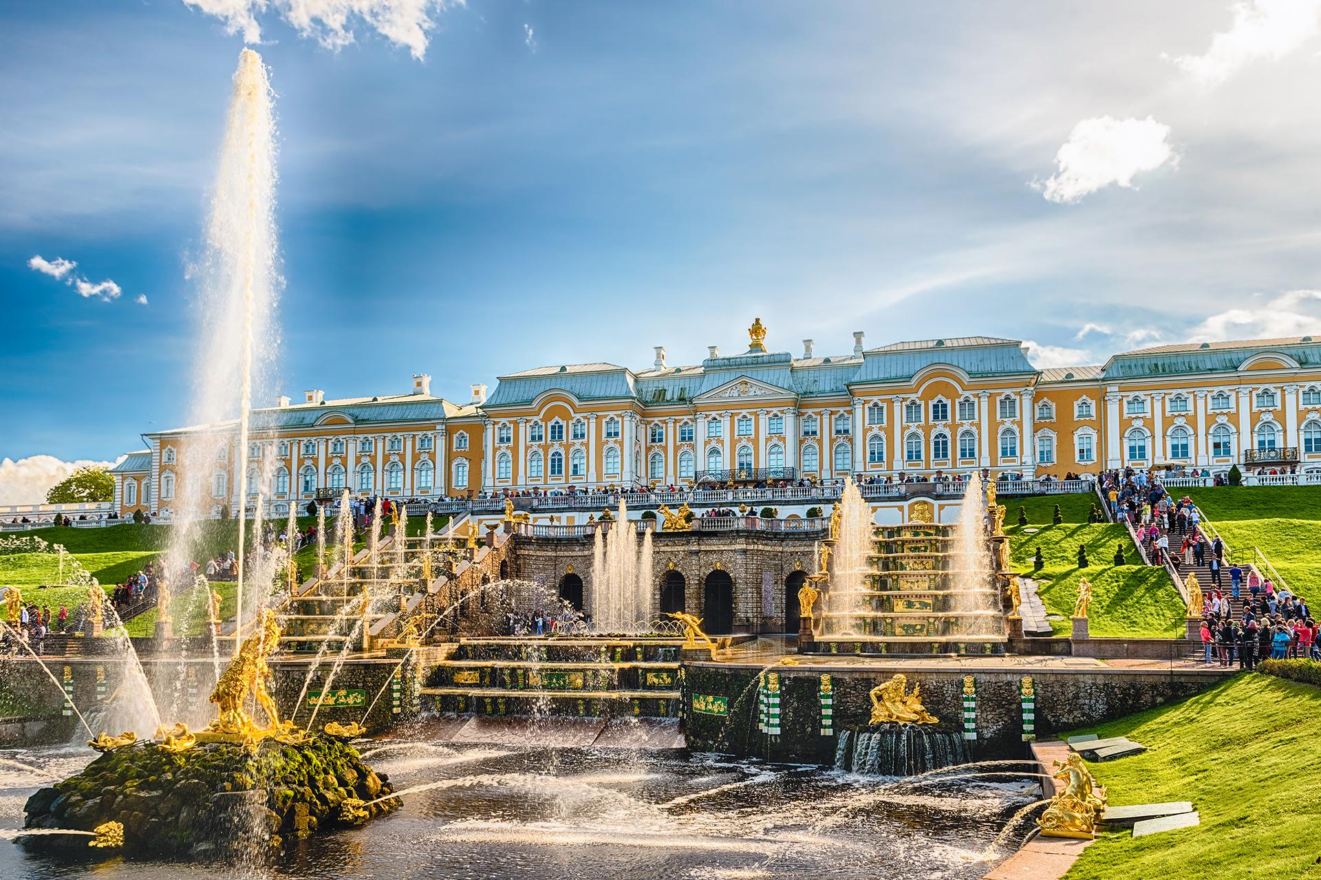 El complejo Peterhof Palace and Gardens es reconocido como Patrimonio de la Humanidad por la UNESCO (Getty Images)