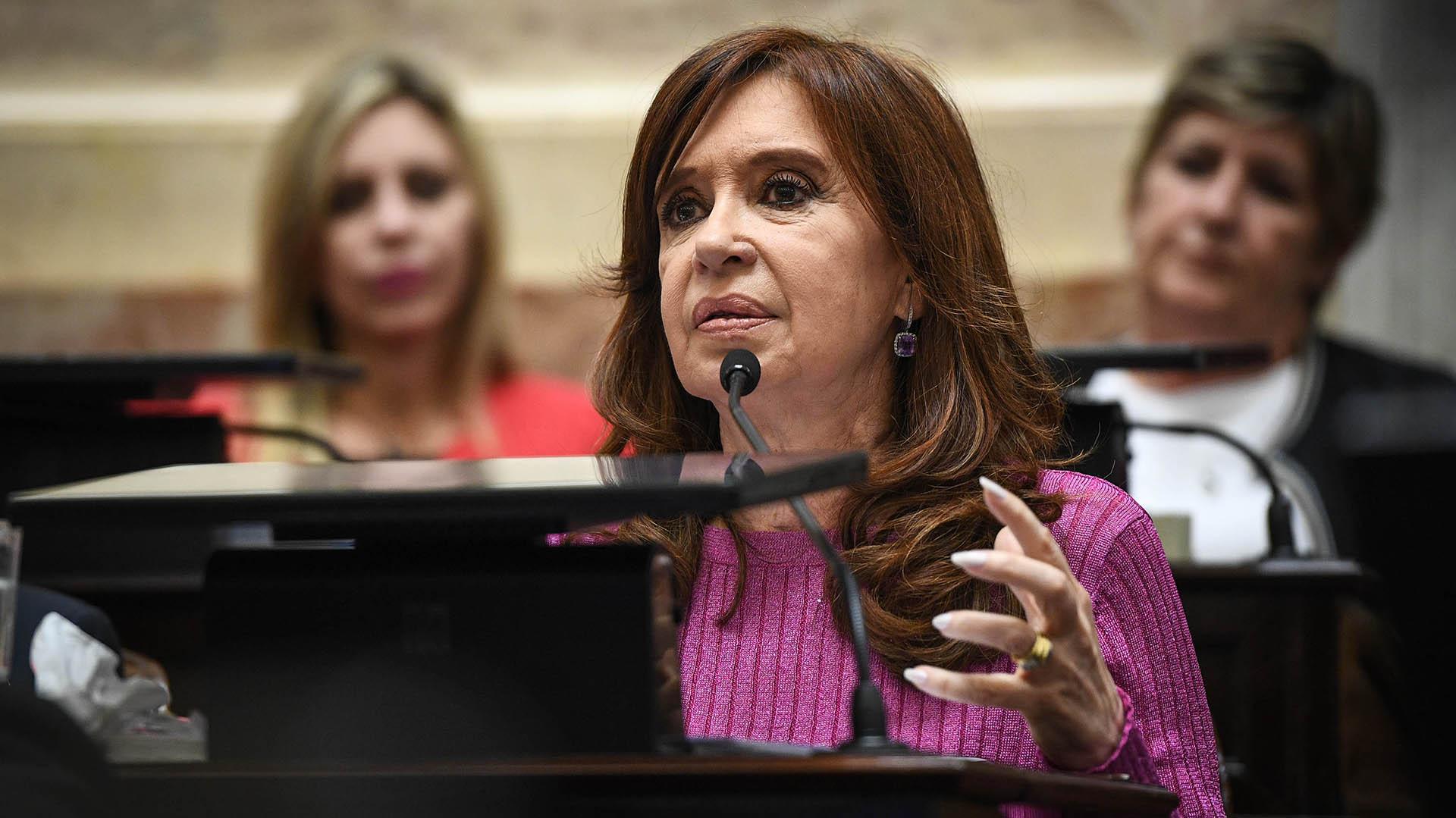 La ex presidente Cristina Kirchner fue una de las oradoras que cerró el debate
