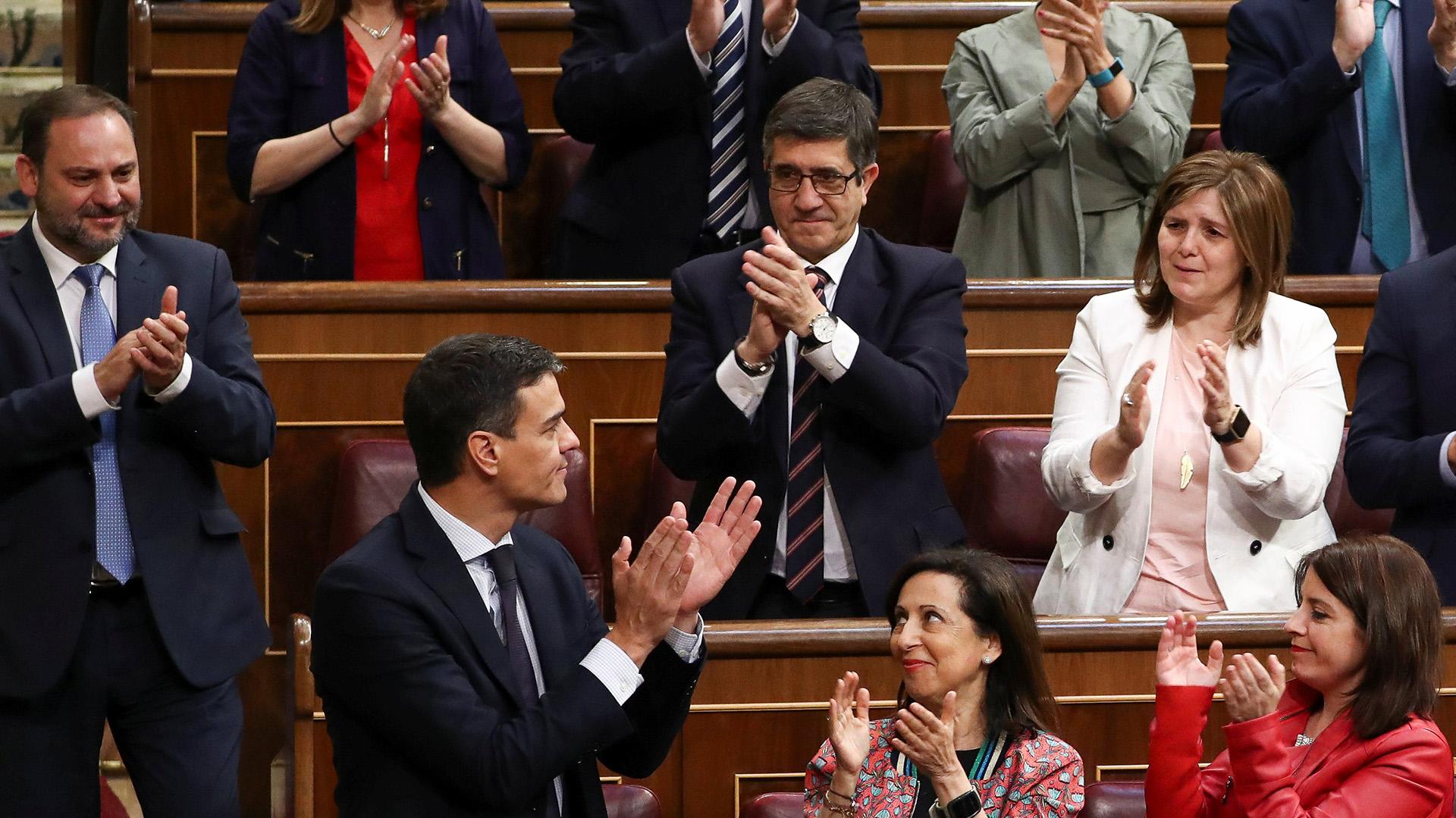 Sánchez arriesga una escasa mayoría en el Parlamento, ante el avance de las formaciones de derecha (Reuters)