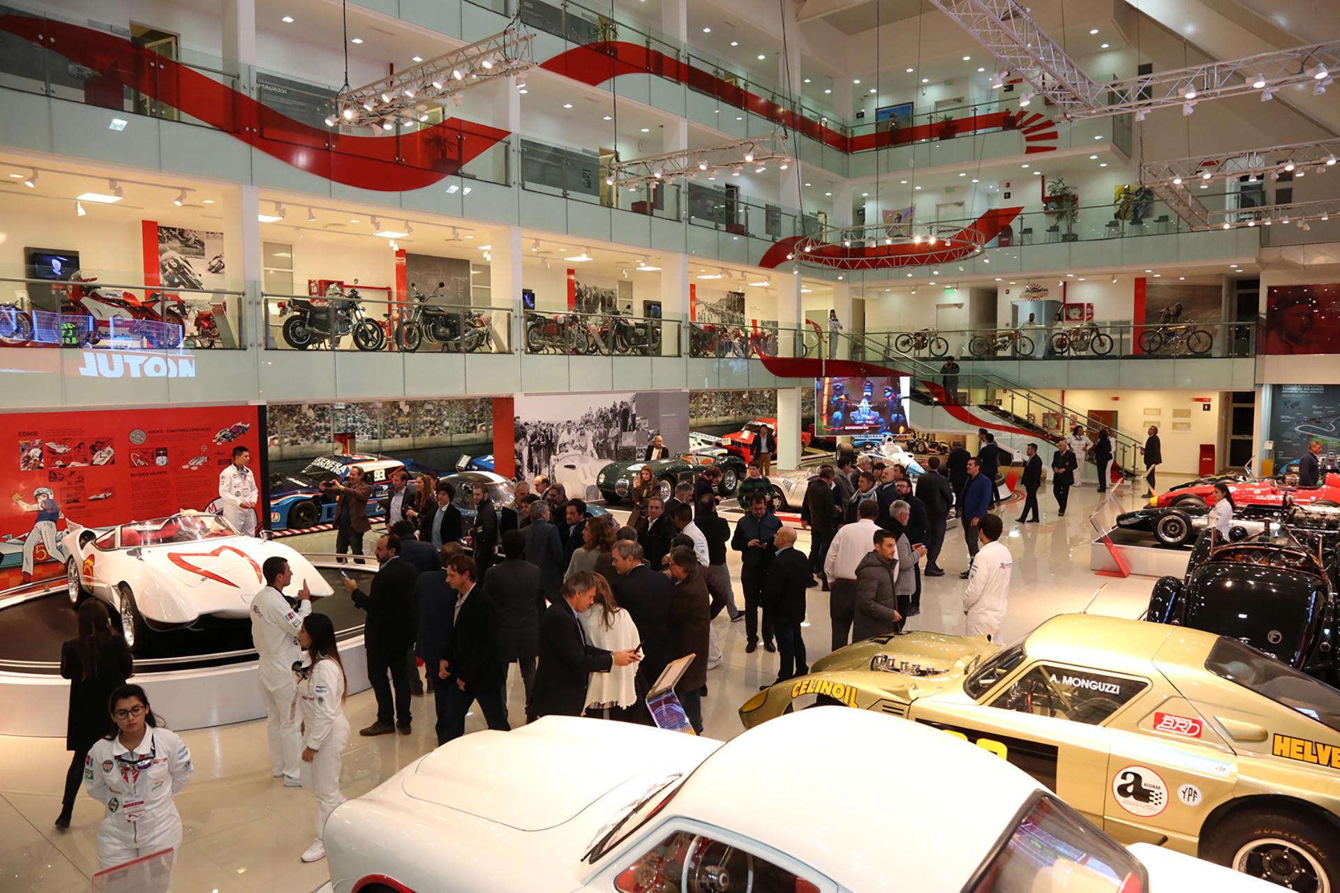 Los invitados también visitaron el Museo del Automóvil, Juan Manuel Fangio, considerado uno de los mejores del mundo