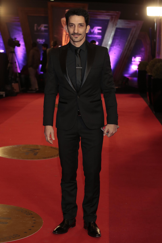 Juan Minujín, muy elegante con las solapas de su traje de terciopelo.