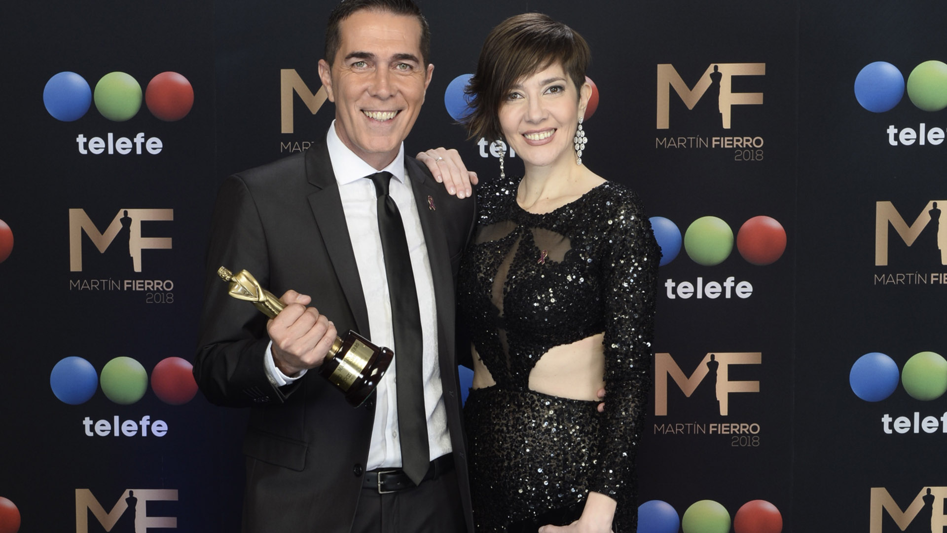 Telefe Noticias a las 20, conducido por Cristina Pérez y Rodolfo Barili, fue el primer ganador de la ceremonia de entrega de los premios Martín Fierro 2018
