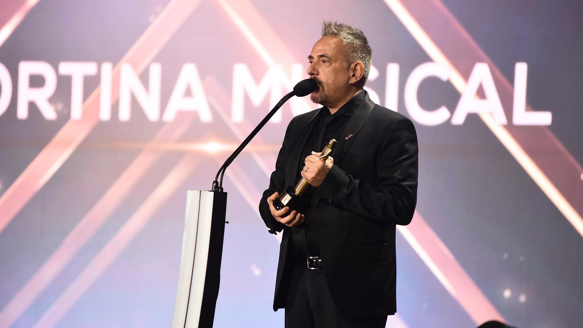 """Alejandro Lerner se llevó el premio a Mejor Cortina Musical por su tema """"Los Sueños del Ayer"""" de la ficción """"Cuéntame Cómo Pasó"""", que se emitió por la Televisión Pública"""