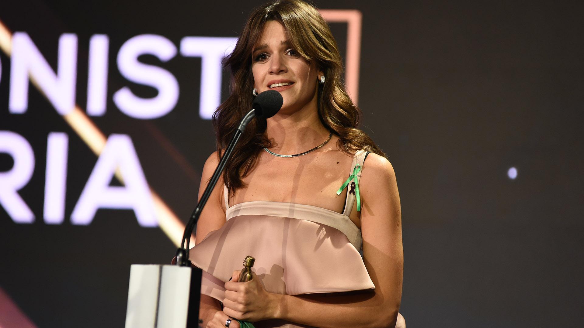 """Violeta Urtizberea ganó el premio a Mejor Actriz Protagónica de ficción diaria por su trabajo en""""Las Estrellas"""". Realizó un discurso a favor del aborto legal, seguro y gratuito: """"Las mujeres sean unidas…"""""""