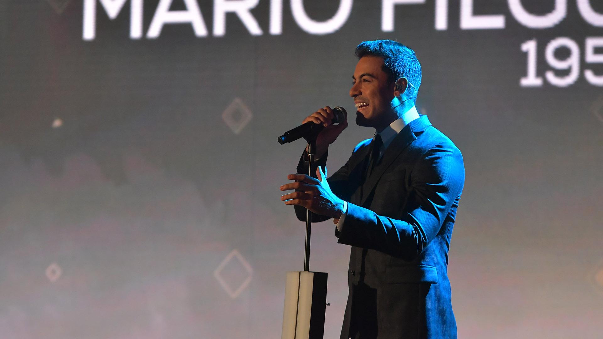"""El mexicano Carlos Rivero interpretó el tema """"Recuérdame"""" de la película """"Coco"""""""