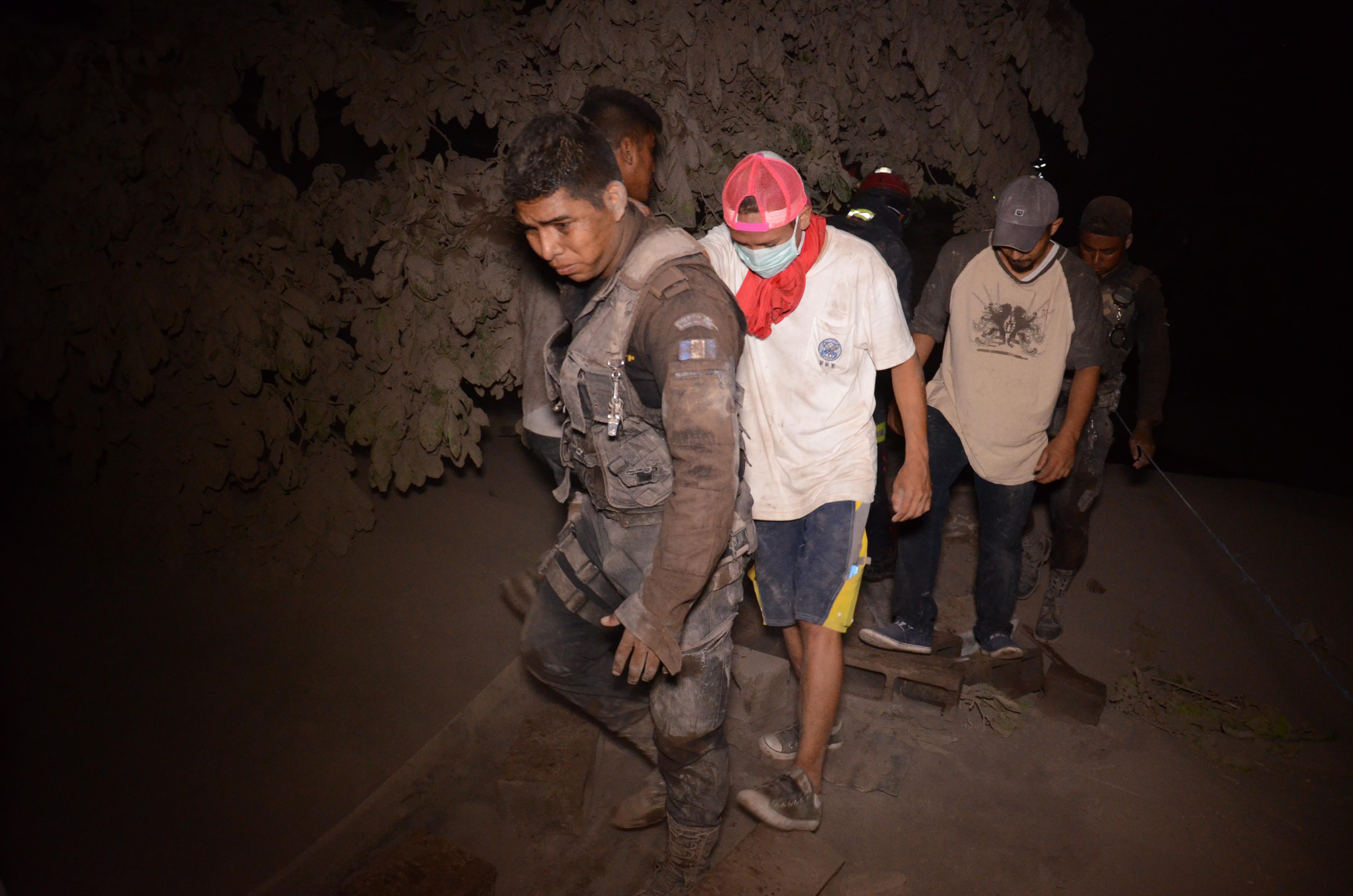 Evacuados en El Rodeo (AFP / NOE PEREZ)
