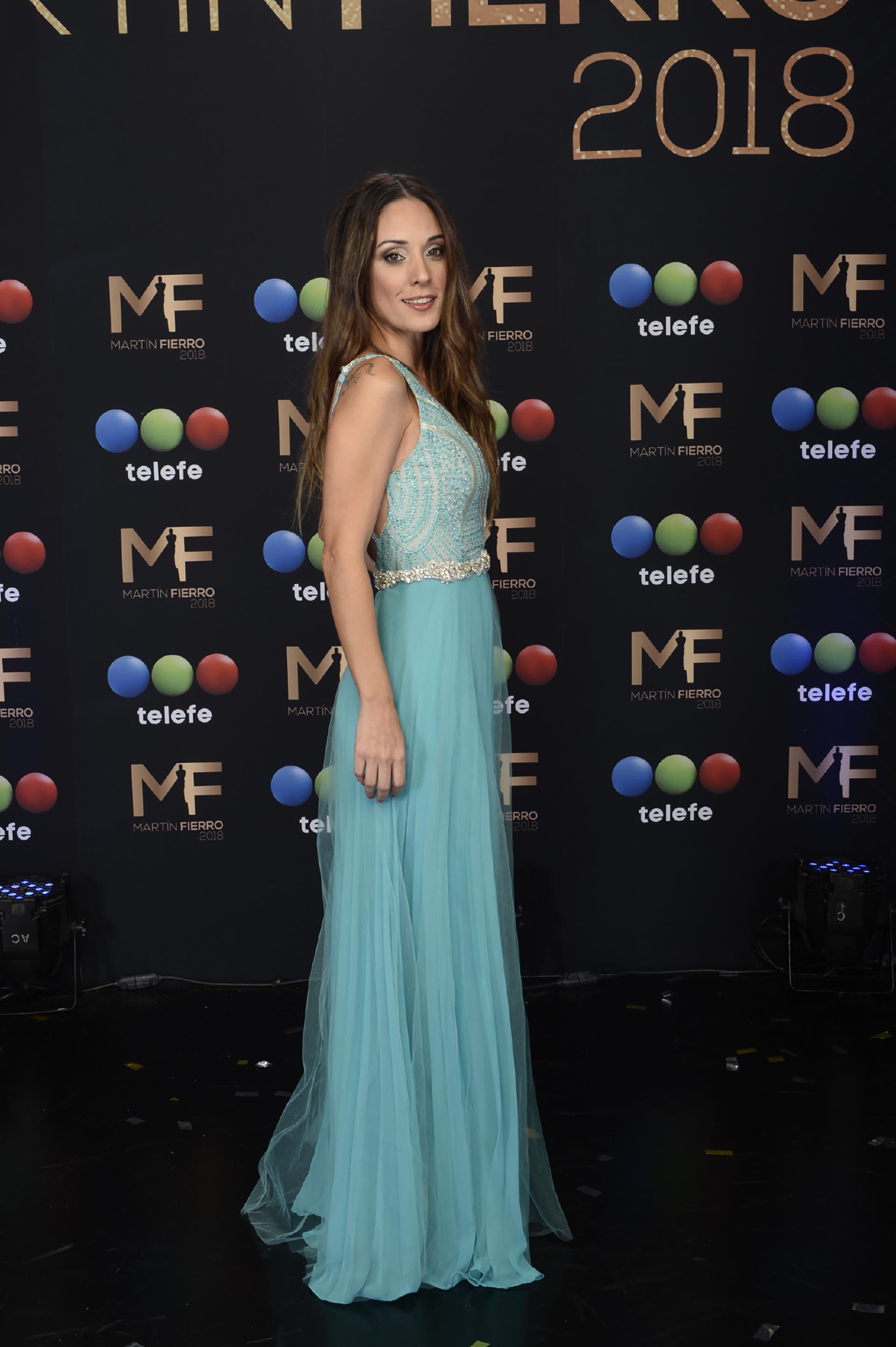 """Martina Gusman fue la encargada de entregar el Martín Fierro de Oro, tras ser la ganadora de 2016 con """"El Marginal"""""""
