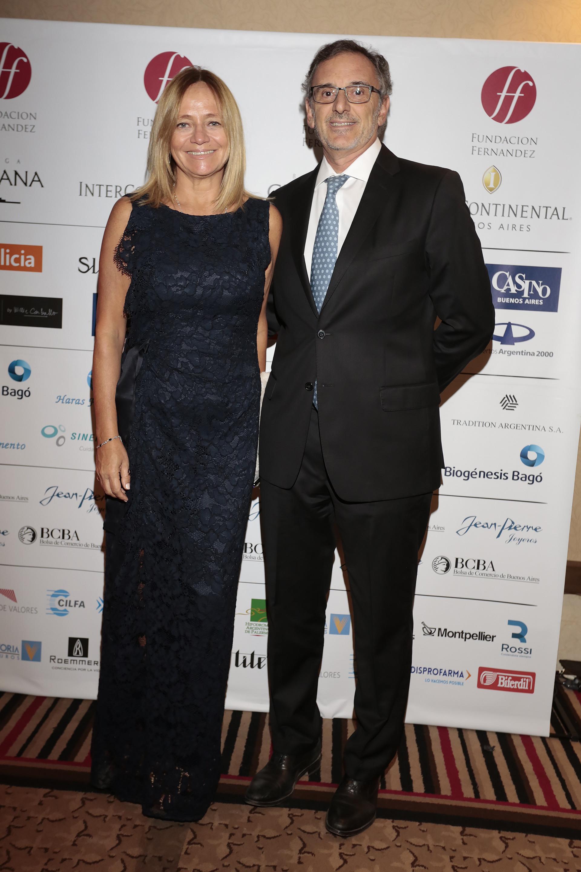 El presidente de la Asociación de Bancos de la Argentina, Claudio Cesario, y su mujer